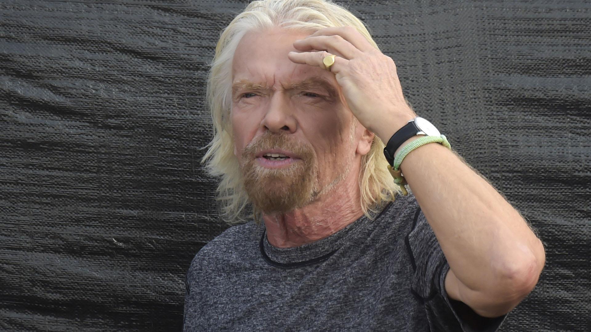 Richard Branson, el organizador del evento, en el escenario. (AFP)