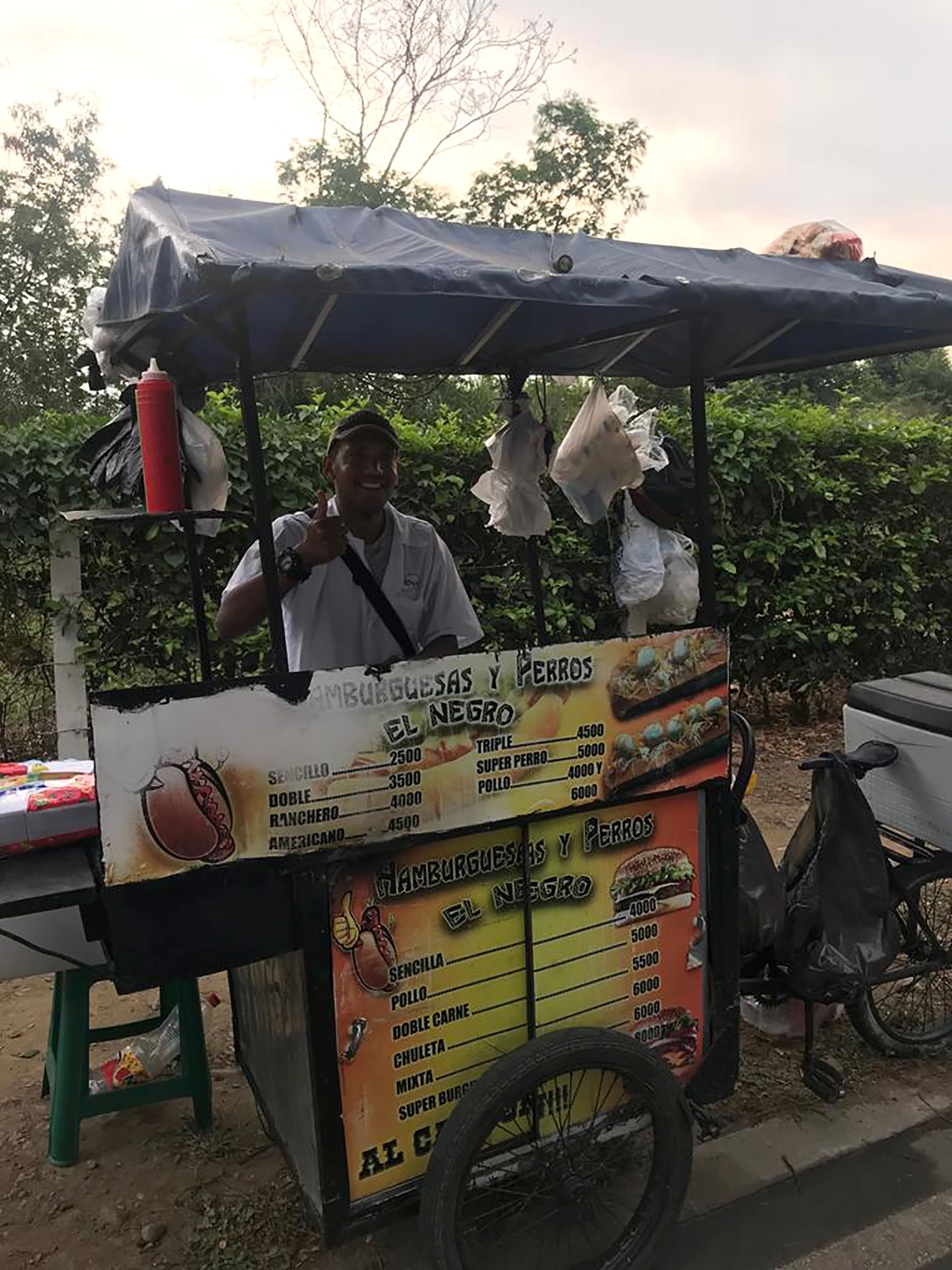 Los puestos de comida en las cercanías del concierto Venezuala Aid Live en Cúcuta, Colombia.