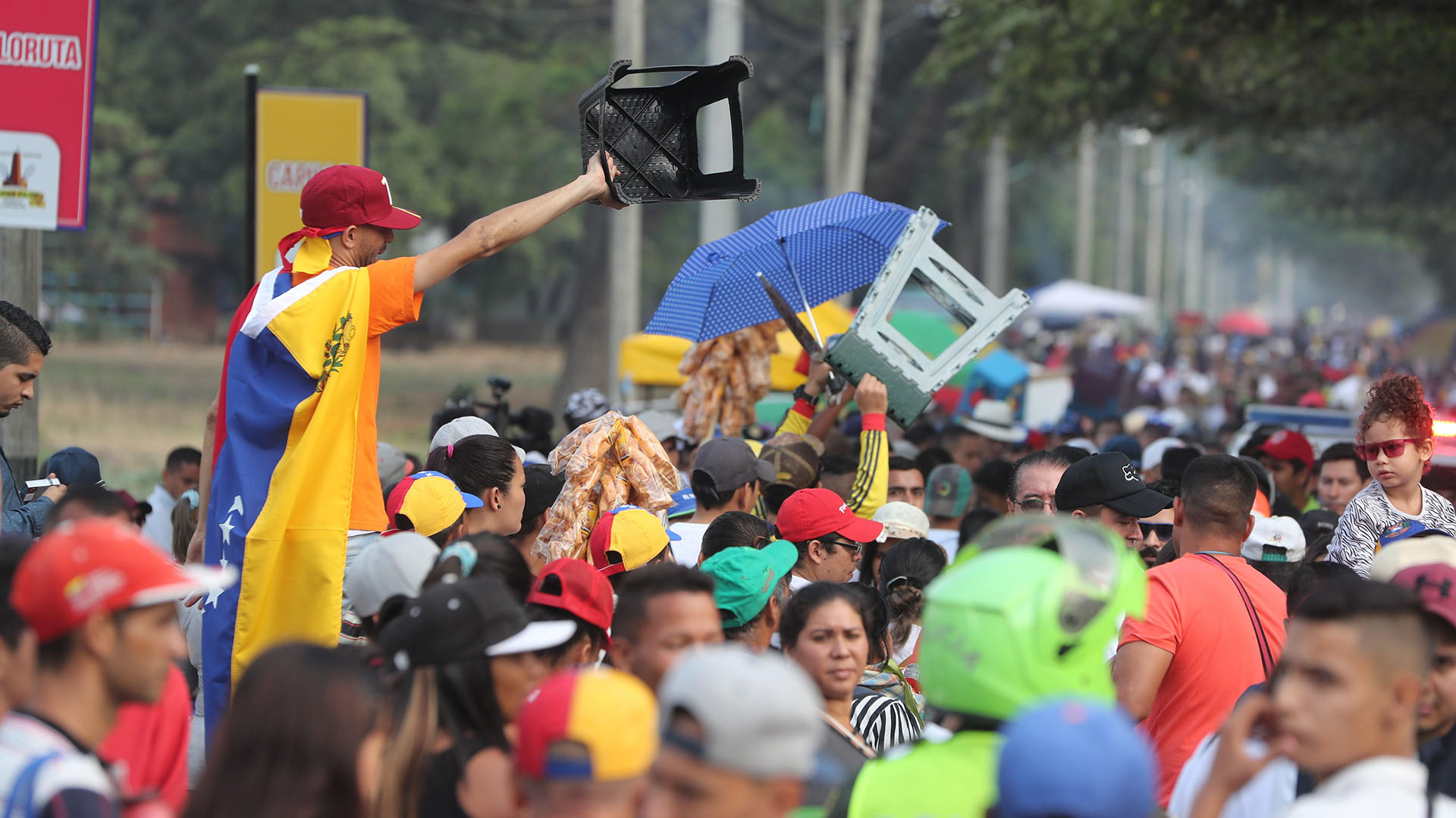 Venezolanos en el concierto Venezuela Aid Live en Cúcuta, Colombia. (EFE/ Ernesto Guzmán
