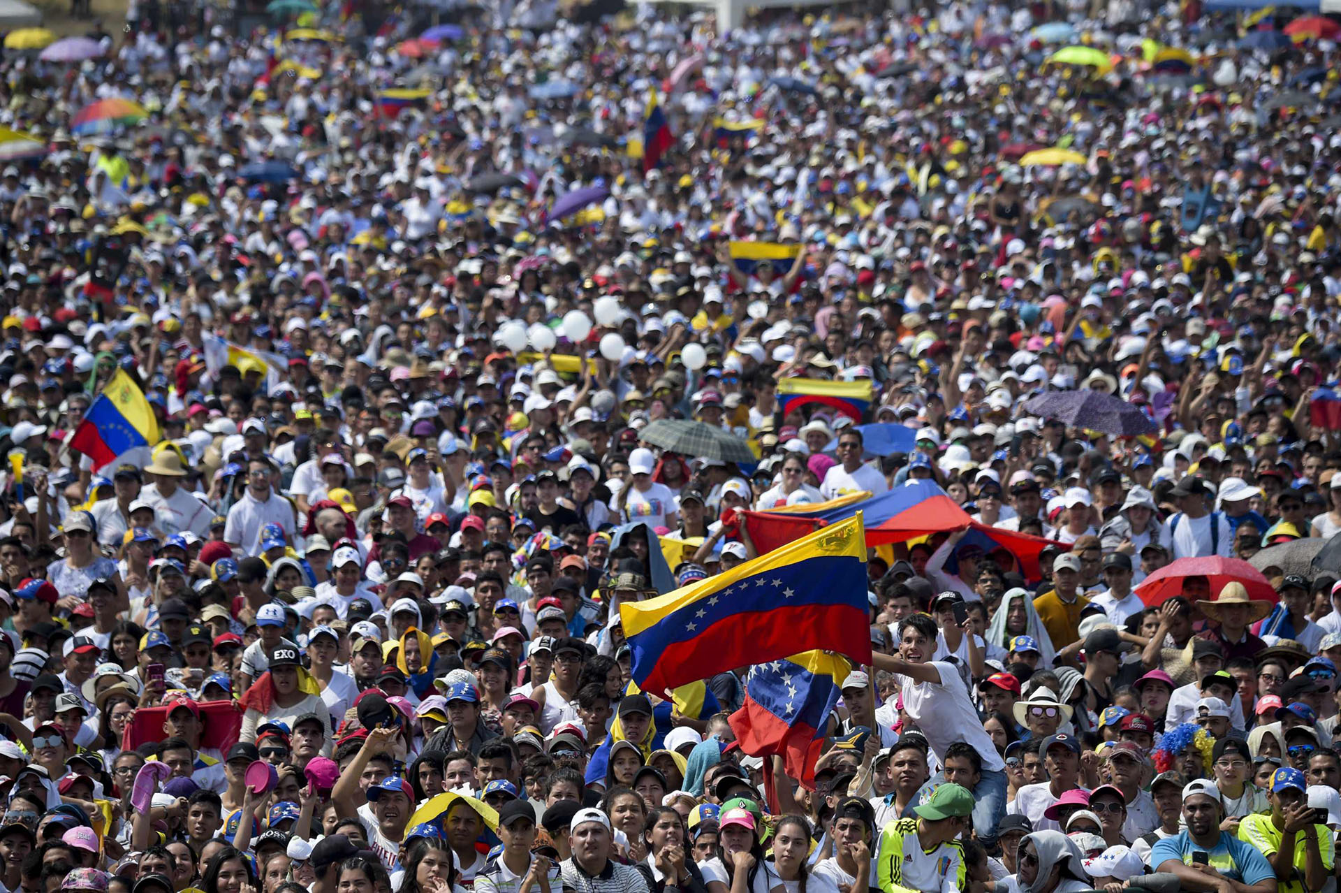 """Se espera la asistencia de 250.000 personas en el """"Venezuela Aid Live"""" este viernes en Cúcuta, Colombia. (AFP)"""