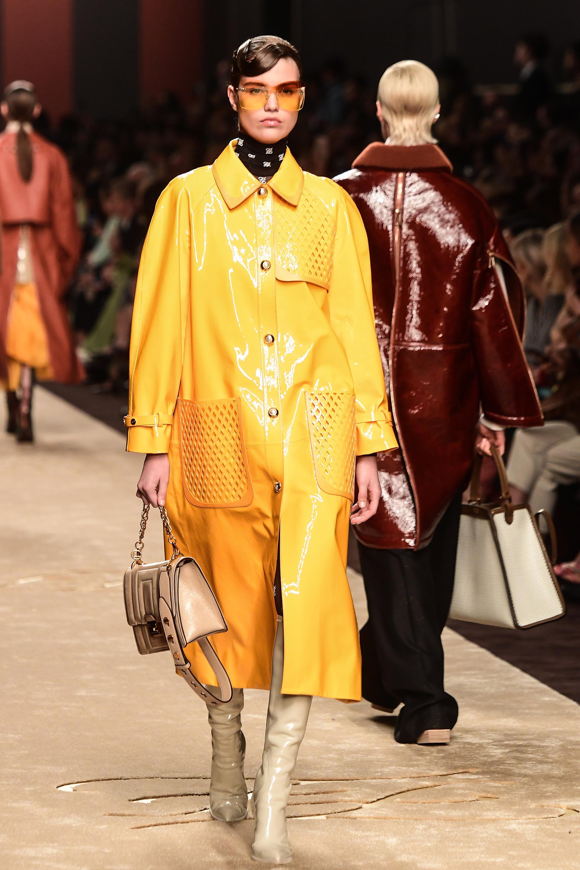 Los pilotos, impermeables y trenches no faltaron en la pasarela de Fendi en Milán Fashion Week