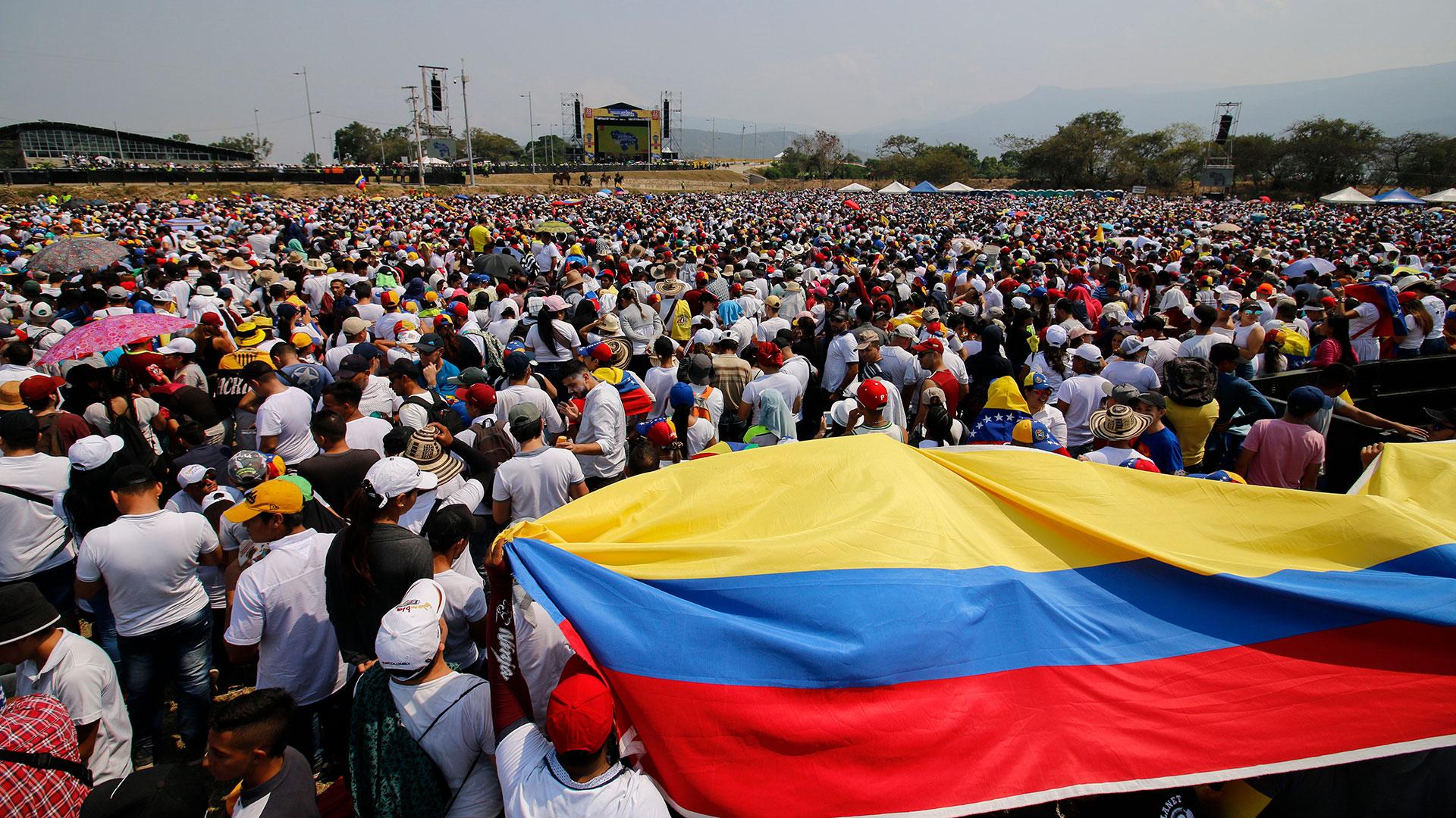 Miles de venezolanos y colombianos asistieron al festival solidario en Cúcuta (AFP)