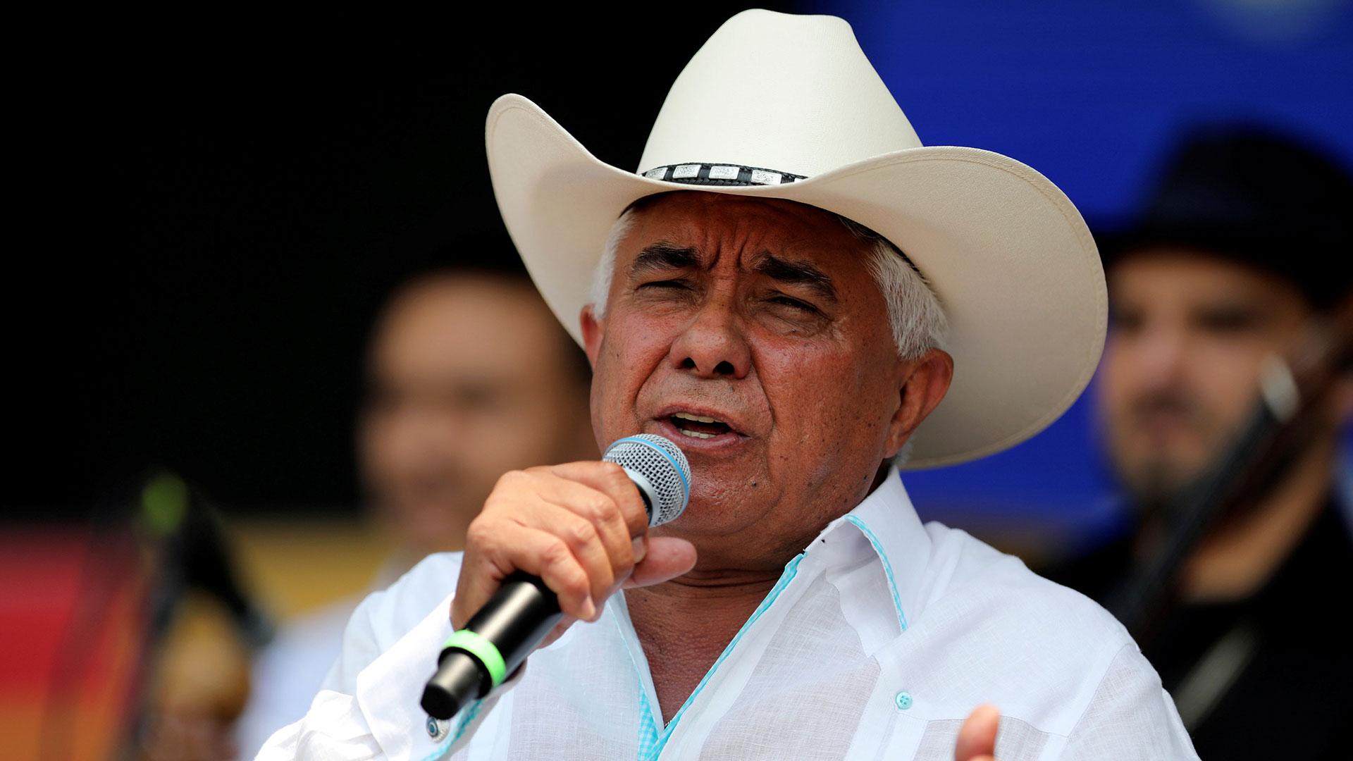 Reynaldo Armas, cantante y compositor de música llanera conocido en el medio artístico como El Nº 1 de la Canta Criolla, así como también con el apodo de El Cardenal Sabanero (Reuters)