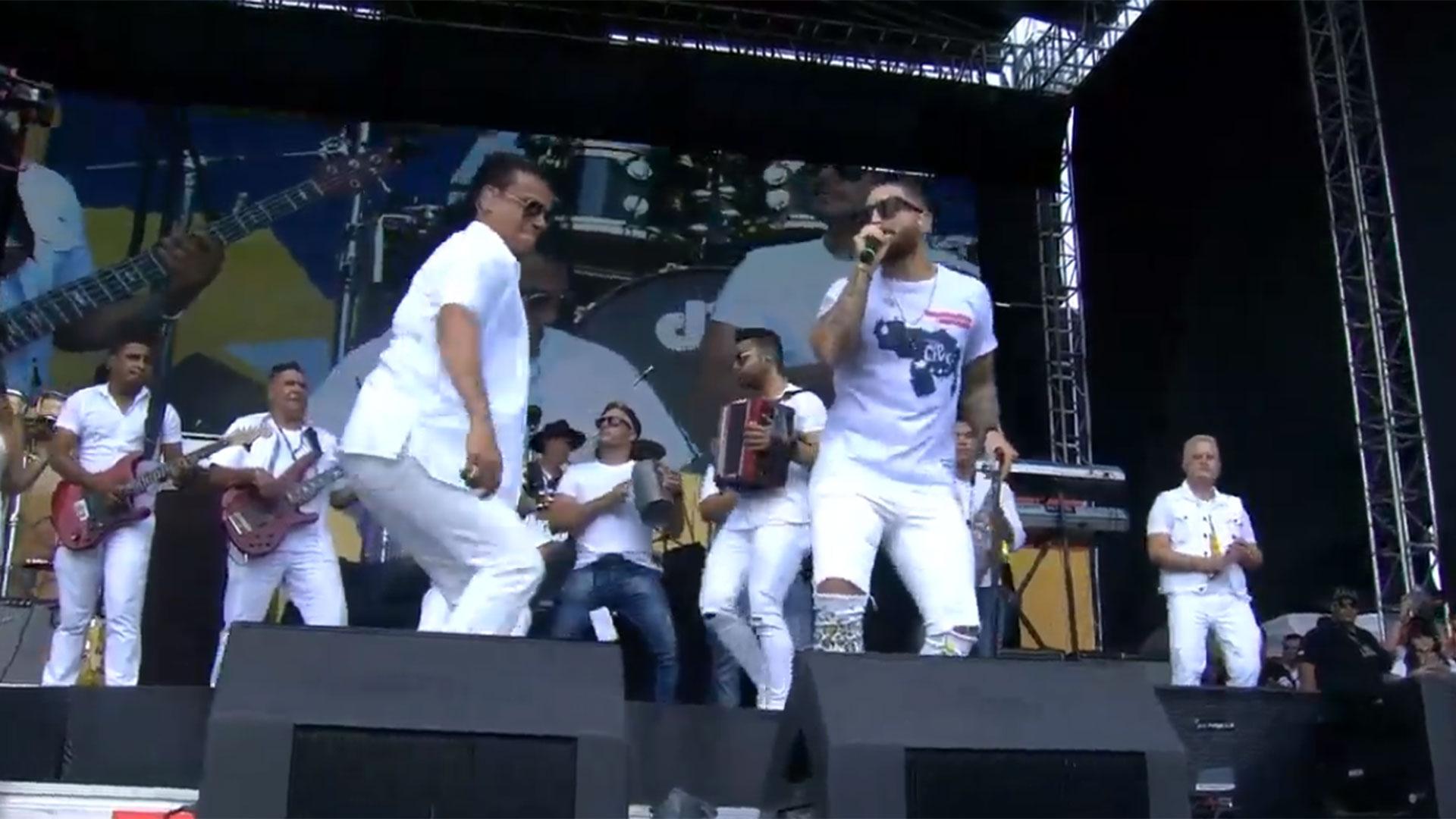 """Los cantantes colombianos Silvestre Dangond y Maluma unen sus voces en la tarima de """"Venezuela Aid Live"""""""