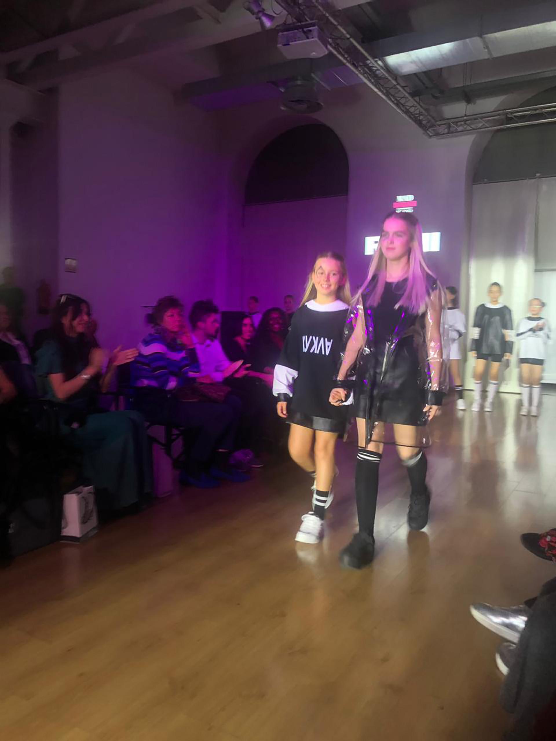 Taína Gravier Mazza sigue los pasos de sus madre Valeria Mazza, desfiló en para una marca de ropa juevenil en el marco del Milán Fashion Week
