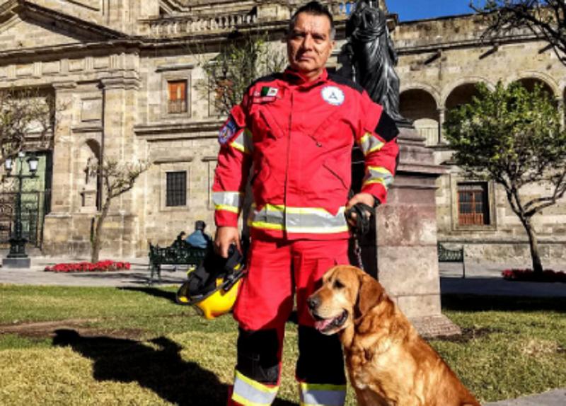 La Federación también reconoció la labor de su manejador, el oficial Alfredo Apolinar Nava(Foto: Twitter @PCJalisco)