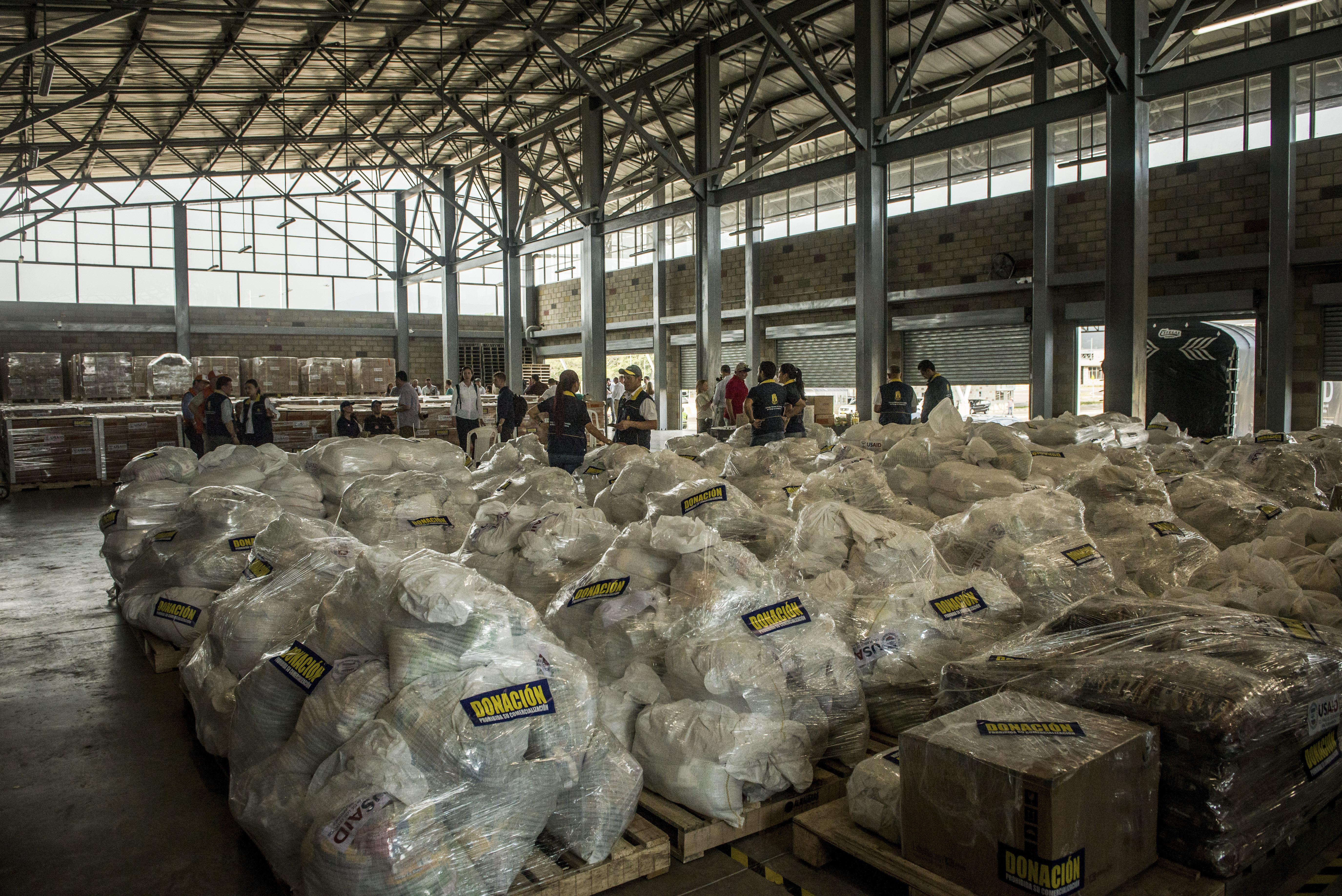 Colombia ha coordinado la entrega deayuda humanitaria al pueblo venezolano por el que se han presentado confrontaciones en puente fronterizo. (Meridith Kohut/The New York Times)