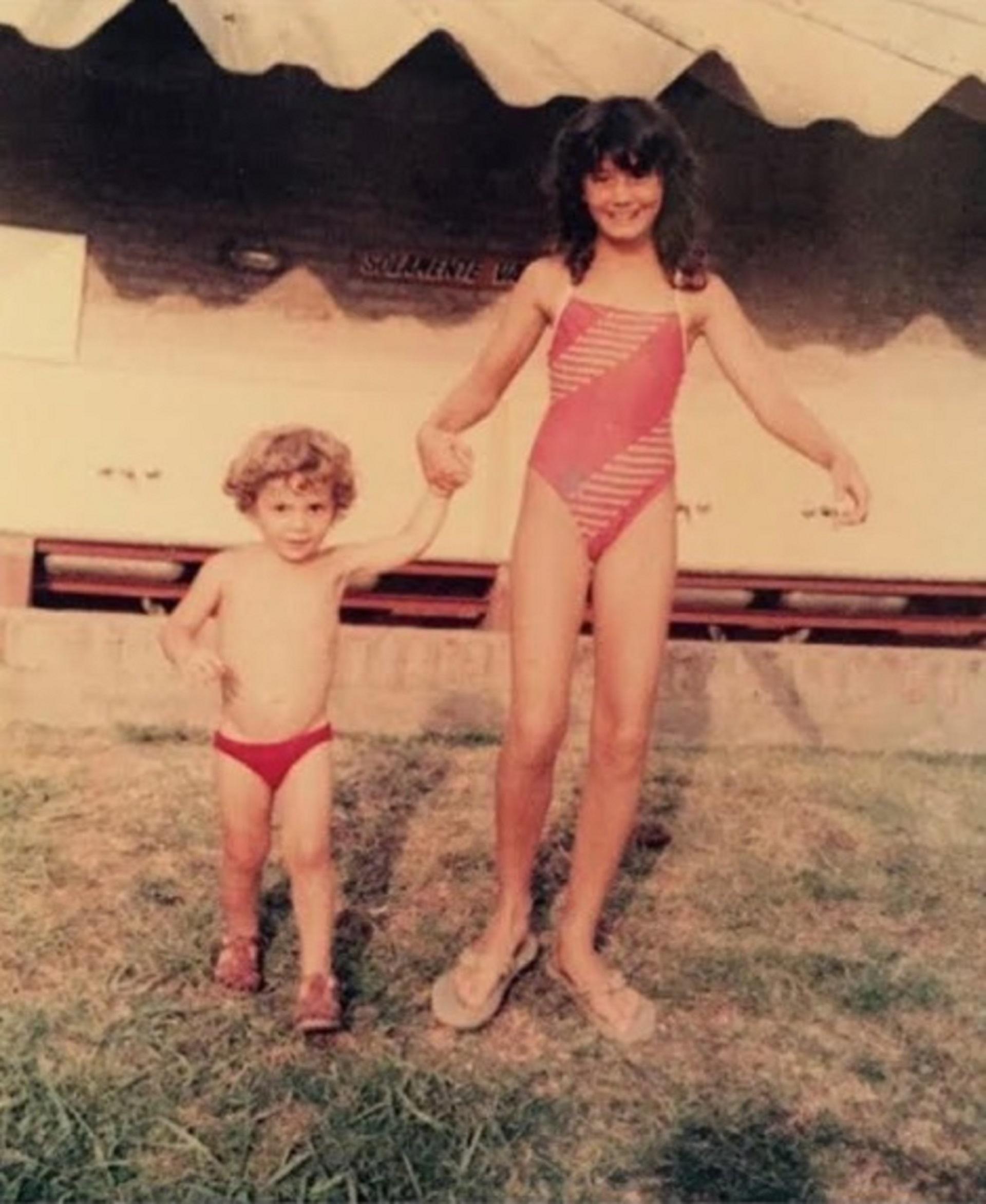 Natacha Jaitt con Ulises en su infancia