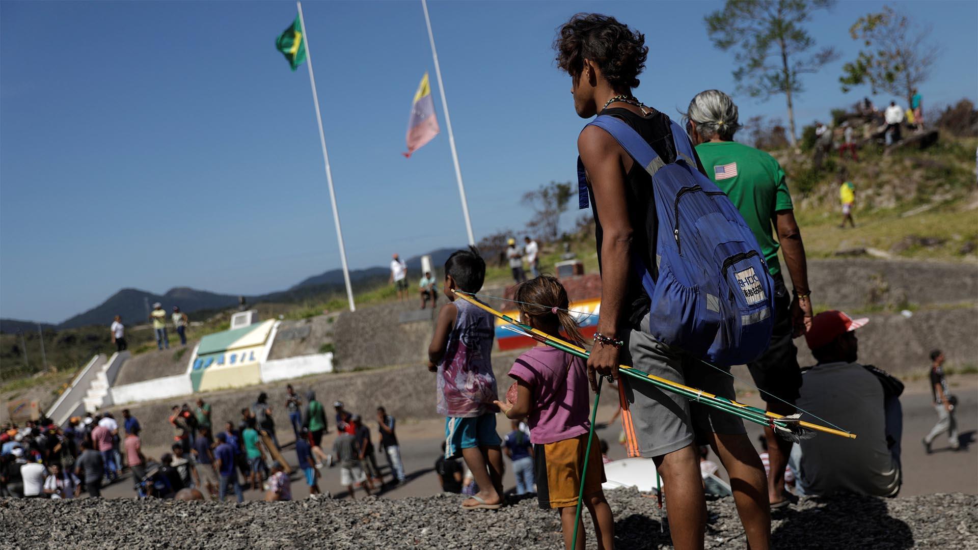 La frontera entre Brasil y Venezuela es otro de los puntos críticos y que Nicolás Maduro ordenó cerrar para impedir el paso de ayuda humanitaria (Reuters)