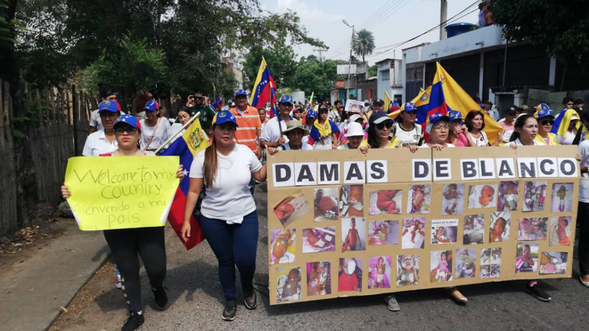 Las Damas de Blanco también se unieron al apoyo a Juan Guaidó y en contra de la dictadura de Nicolás Maduro. Marcharon este sábado en Caracas (@luzdarydepablos)