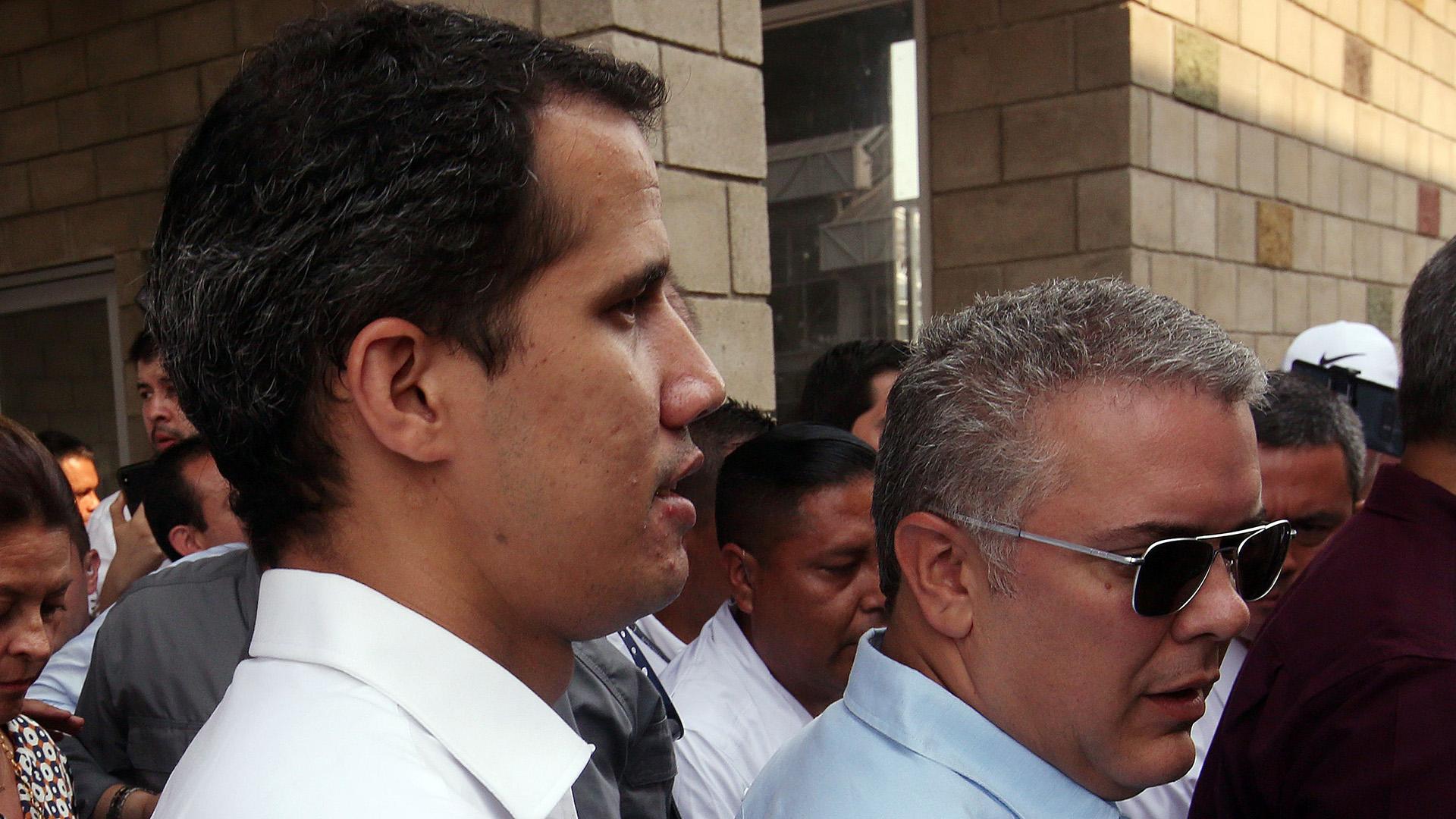 El presidente de la Asamblea Nacional de Venezuela, Juan Guaidó (i), y el presidente de Colombia, Iván Duque (d), llegan al puente internacional Tienditas este sábado, en Cúcuta (Colombia). (EFE/ Mauricio Duenas Castaneda)