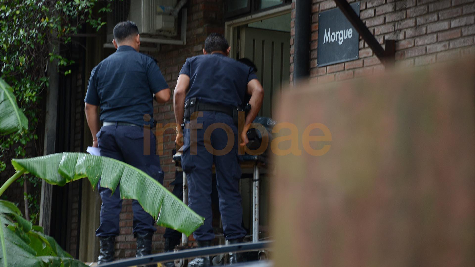 Policías en la Morgue de San Fernando.