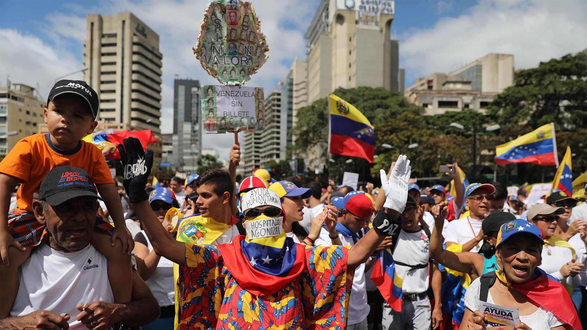 Las calles de Caracas se vieron teñidas de manifestantes opositores al régimen de Maduro (EFE)