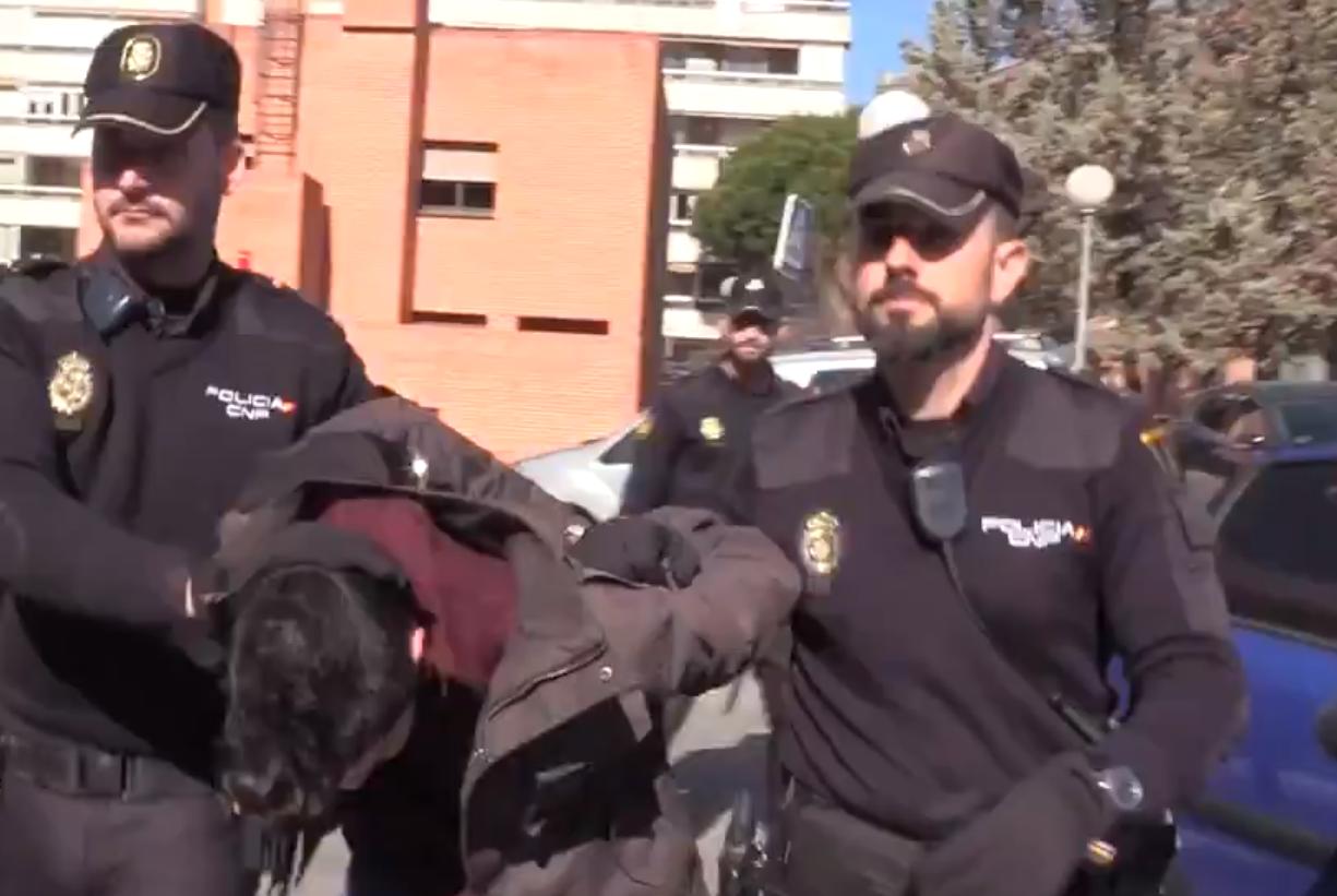 Según los vecinos, el acusado consumía diariamente drogas y alcohol (Foto: Twitter Policía Nacional @policia)