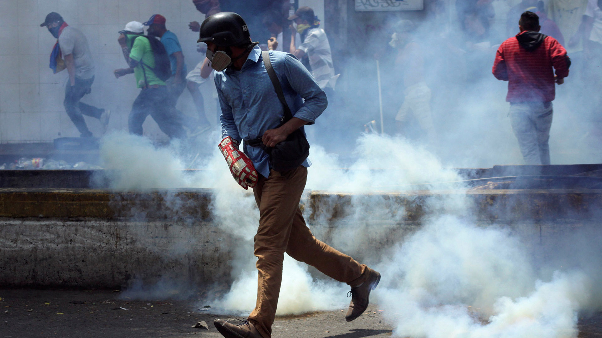 Un manifestante en San Antonio del Tachira, Venezuela, February 23, 2019. (REUTERS/Carlos Eduardo Ramirez)