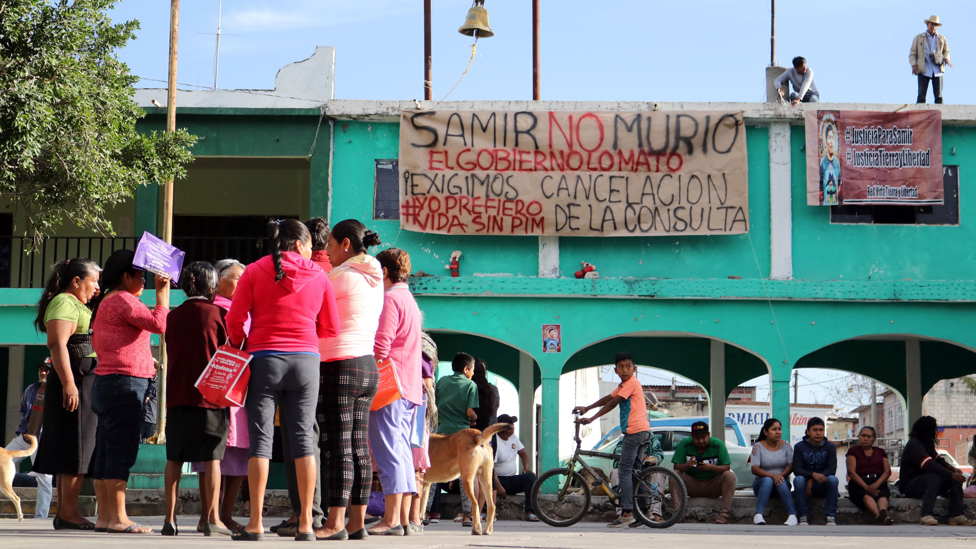 Habitantes quemaron papeletas y moblaje de la consulta que se efectuó en Huexca (Foto: MARGARITO PÉREZ RETANA /CUARTOSCURO.COM)