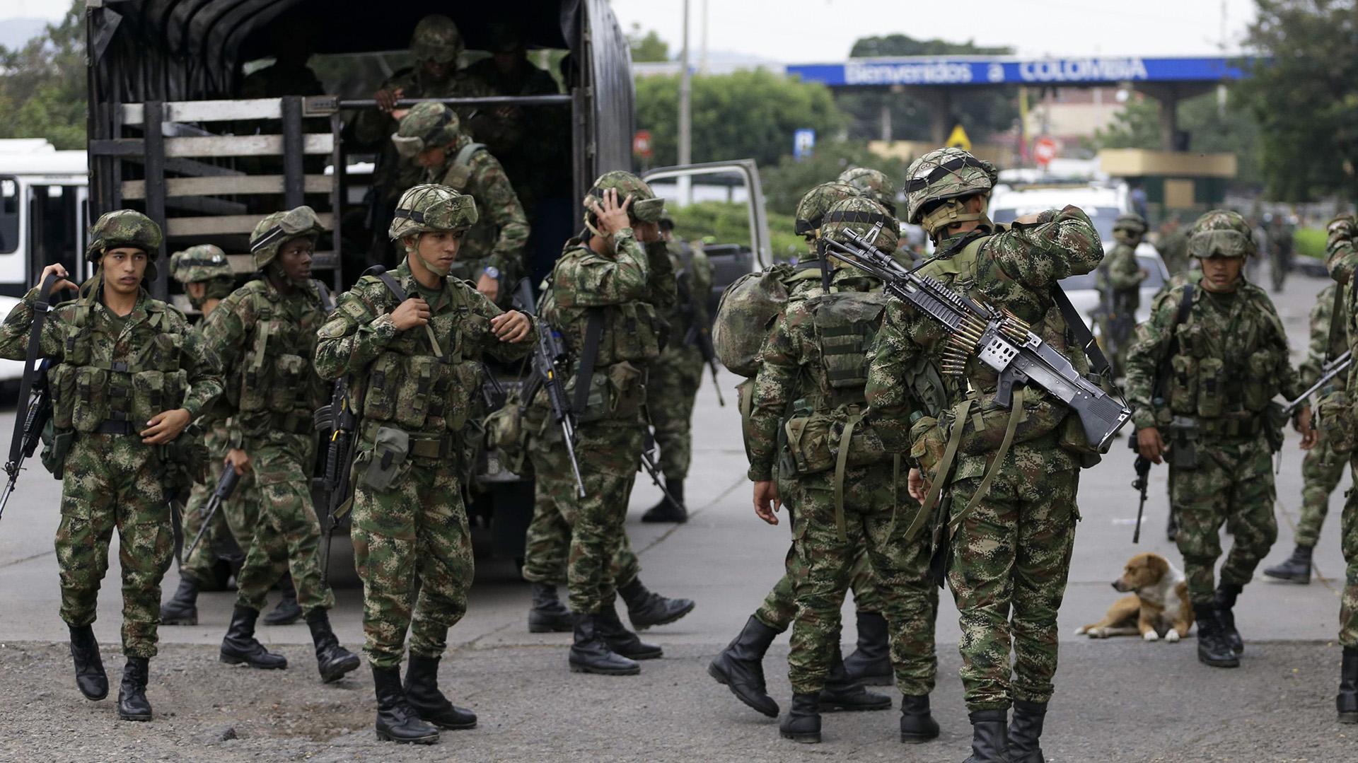 El despliegue tiene lugar tras la dura represión encarada por el régimen chavista a quienes intentaban ingresar ayuda humanitaria(AP Photo/Fernando Vergara)