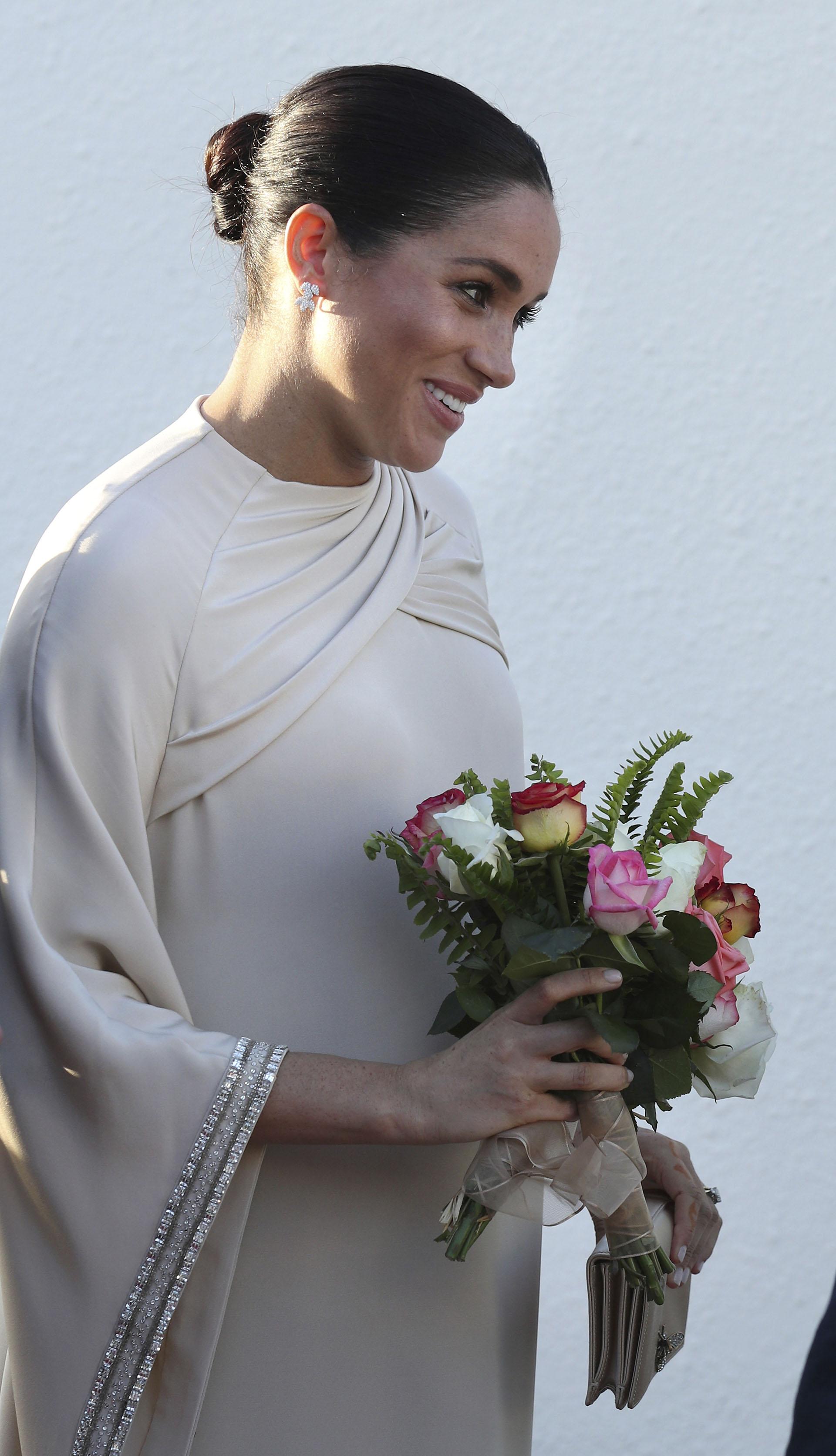 Meghan Markle deslumbró con un vestido de la casa francesa Dior (AP)