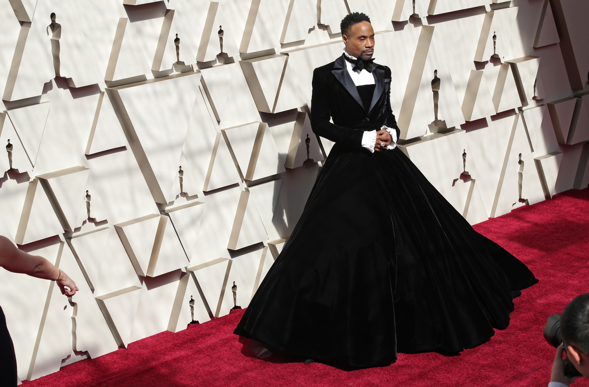 """Billy Porterllegó a la edición 91 de los Premios de la Academia conun un smoking negro, pero en vez de pantalones, optó por una falda amplia de terciopelo. Para la experta Dinar, a pesar de la extravagancia, este look """"tiene mucha audacia y alto impacto"""""""