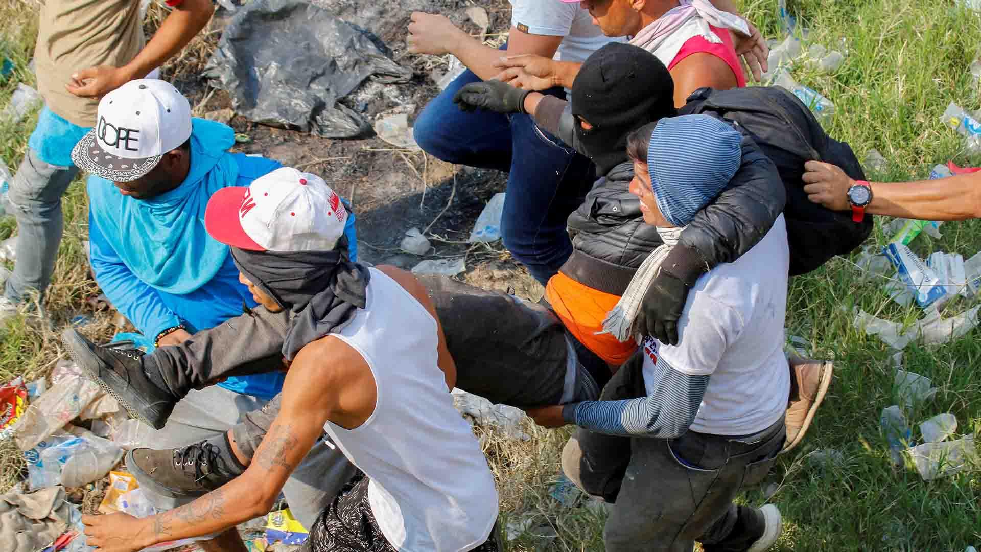 La represión dejó más de 300 heridos(Photo by SCHNEYDER MENDOZA / AFP)
