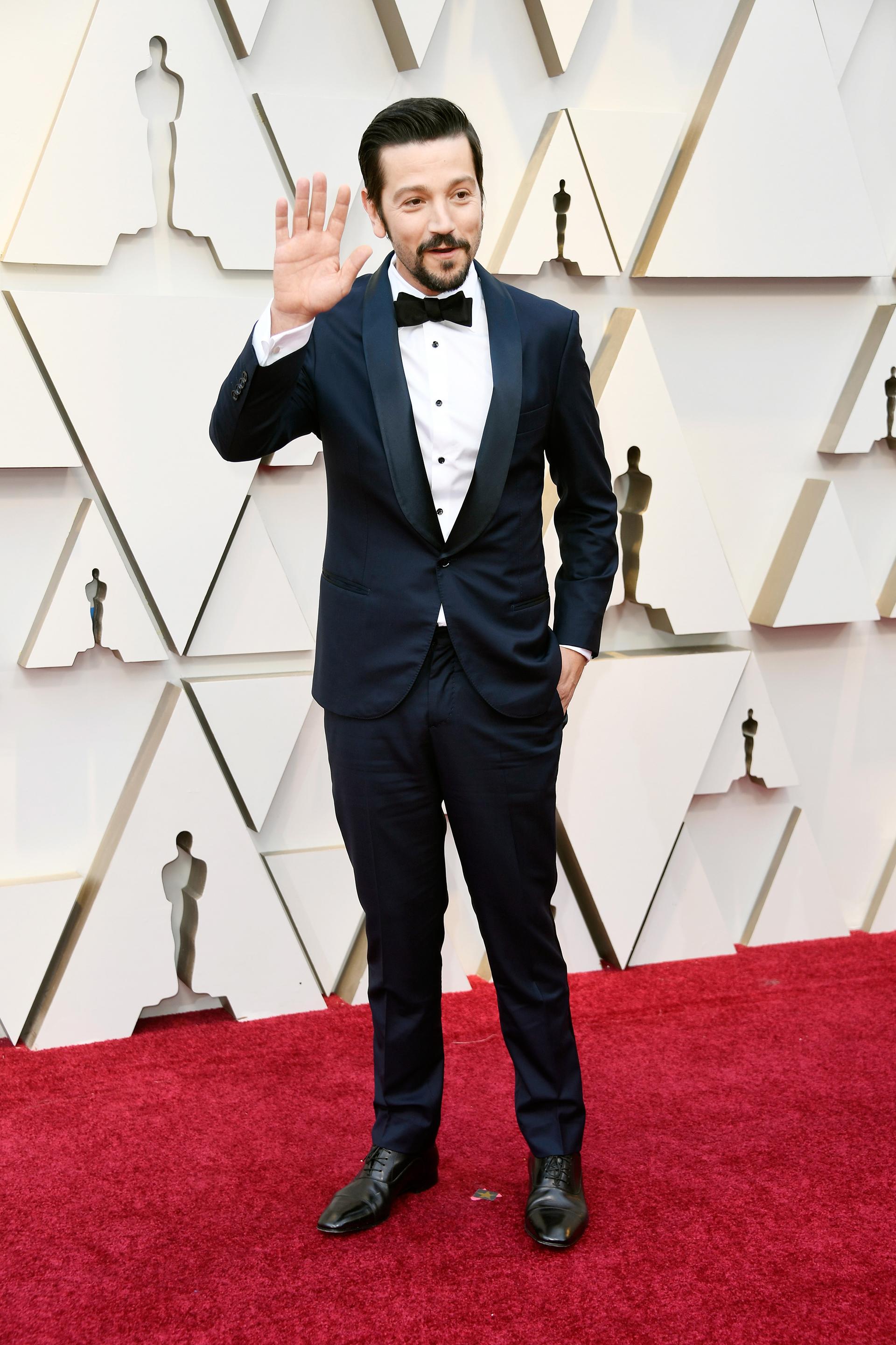 """Diego Lunacon smoking color azul. Uno de los actores más elegantes de la alfombra roja. """"Un clásico"""", coincidió Profumo. """"Muy correcta la elección"""""""