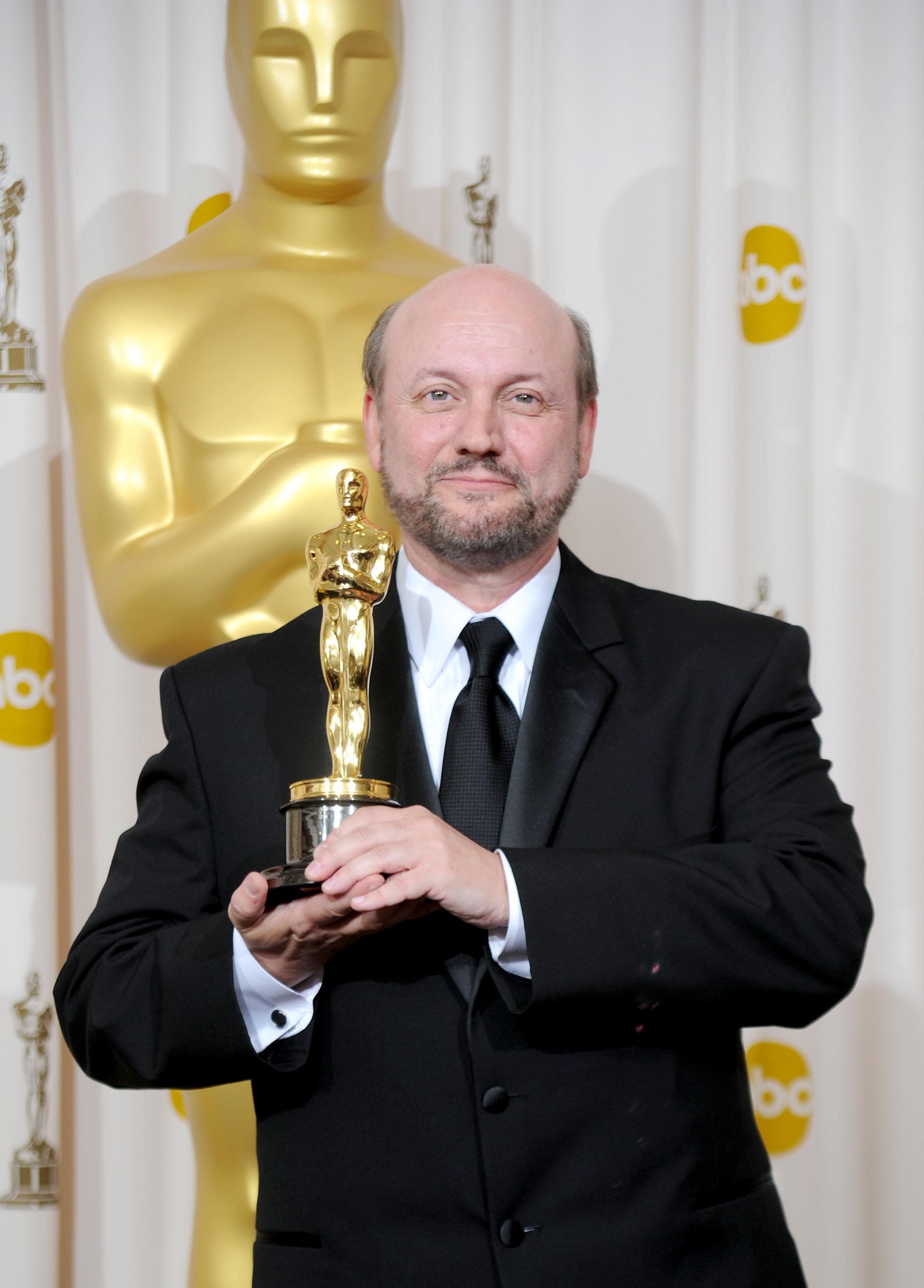 Campanella con el Oscar por El Secreto de sus ojos, ganadora el 7 de marzo de 2010 como Mejor Película Extranjera. Jason Merritt/Getty Images/AFP