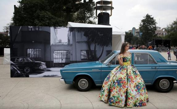 """La quinceañera que llegó a retratarse al """"Roma Fest"""" (Foto: Reuters)"""