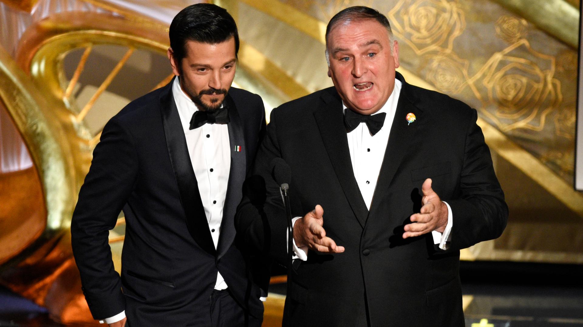 """Diego Luna y Jose Andres presentaron """"Roma"""" en los premios de la Academia (Foto: AP)"""