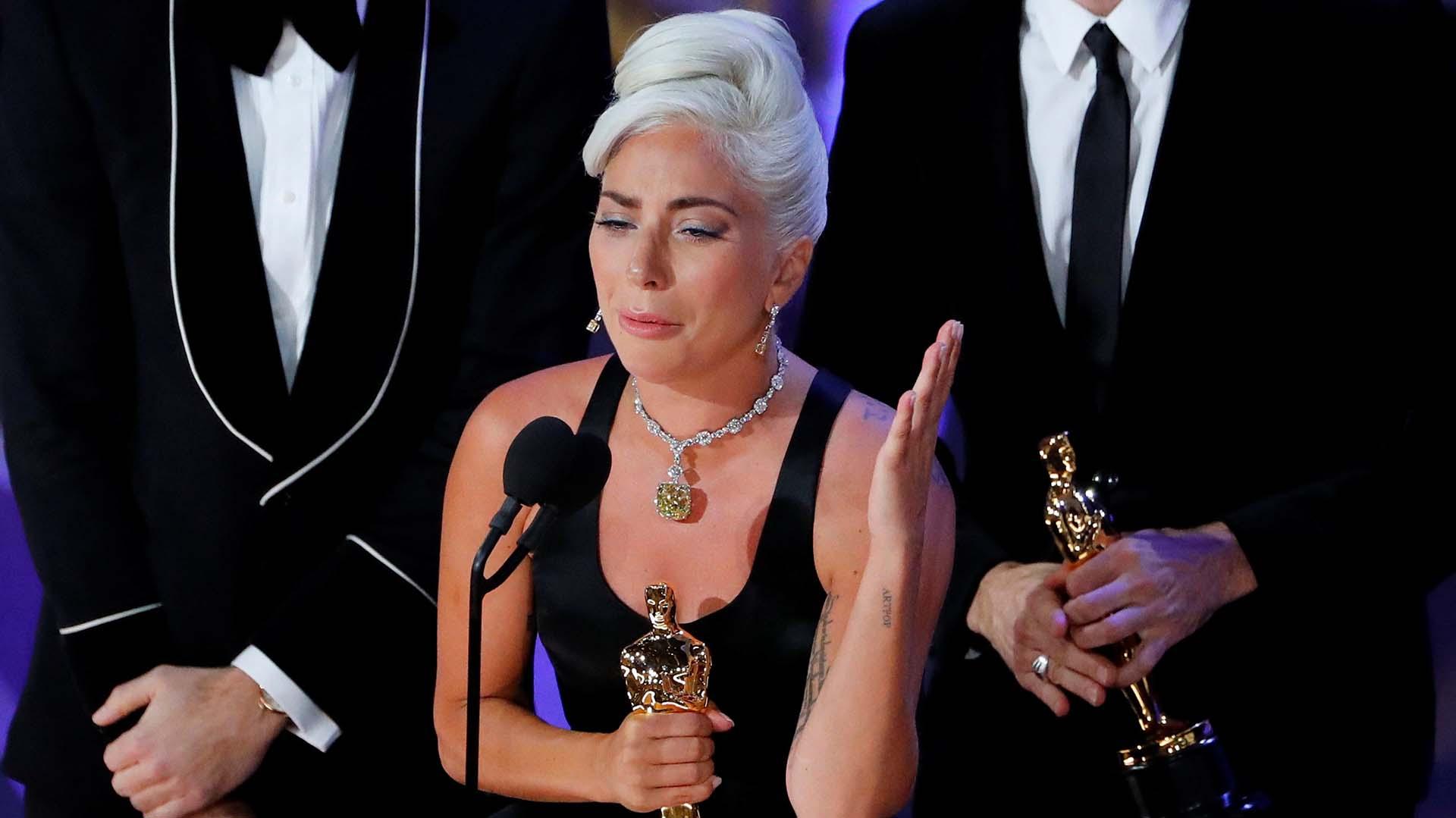 """Lady Gaga, con el Oscar a la mejor canción original por """"Shallow"""", de """"A Star Is Born"""" (REUTERS/Mike Blake TPX IMAGES OF THE DAY)"""