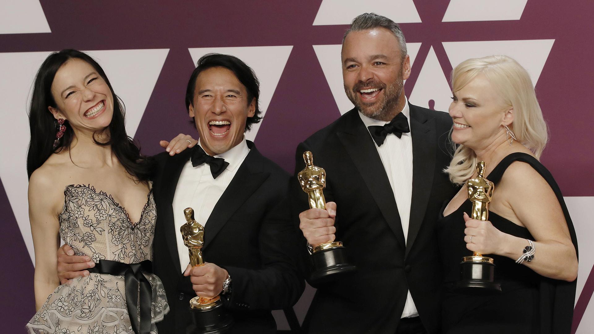 """Elizabeth Chai Vasarhelyi, Jimmy Chin, Evan Hayes y Shannon Dill, ganadores del Oscar a mejor documental por """"Free Solo"""" (REUTERS/Mike Segar)"""