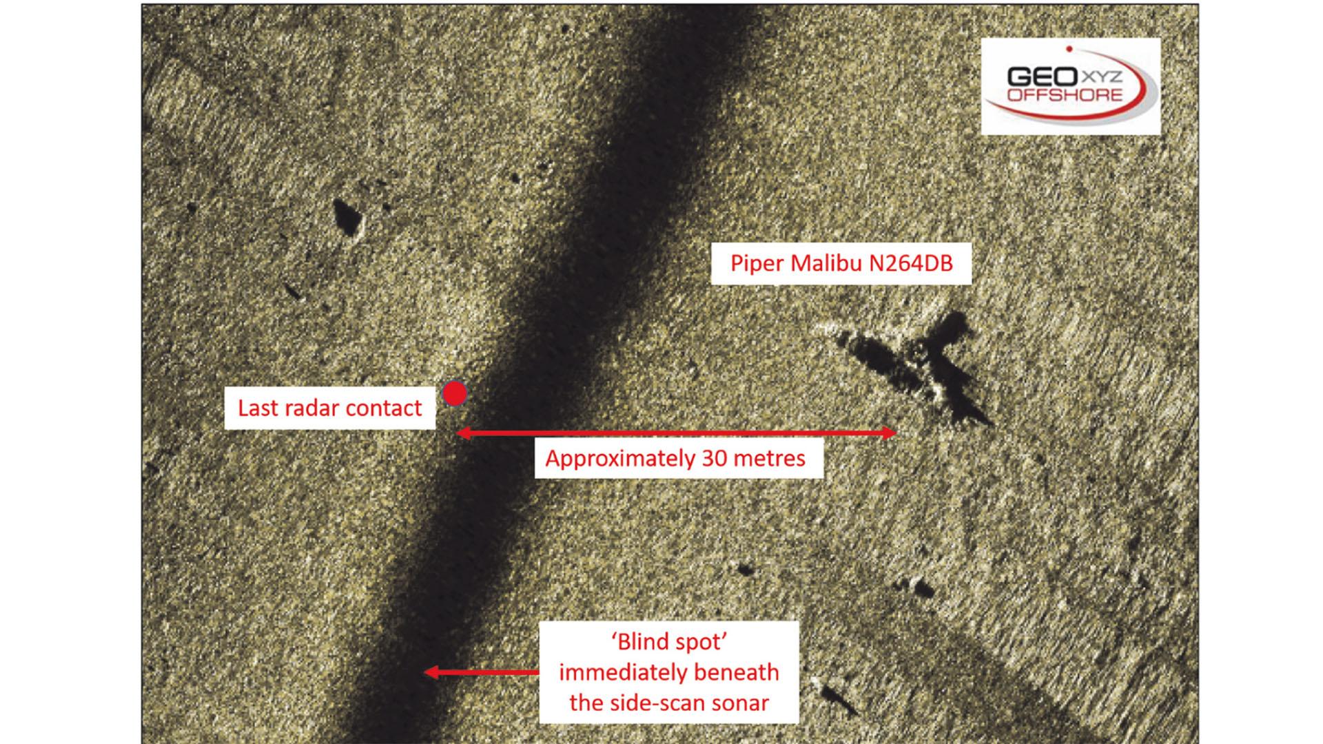 Imagen de sonar de barrido lateral N264DB
