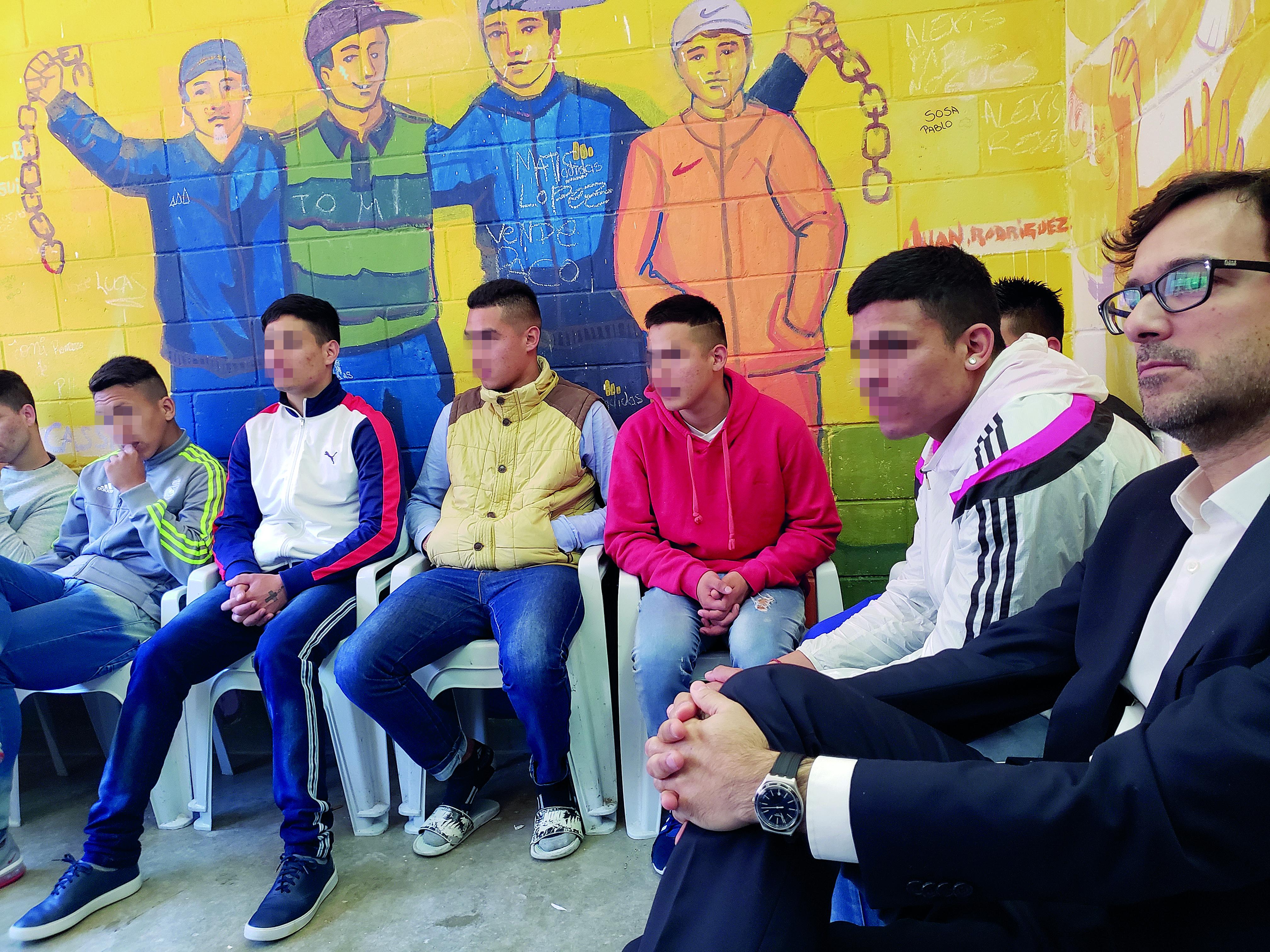 Benítez, en una visita a un instituto de menores en Virrey del Pino, La Matanza.