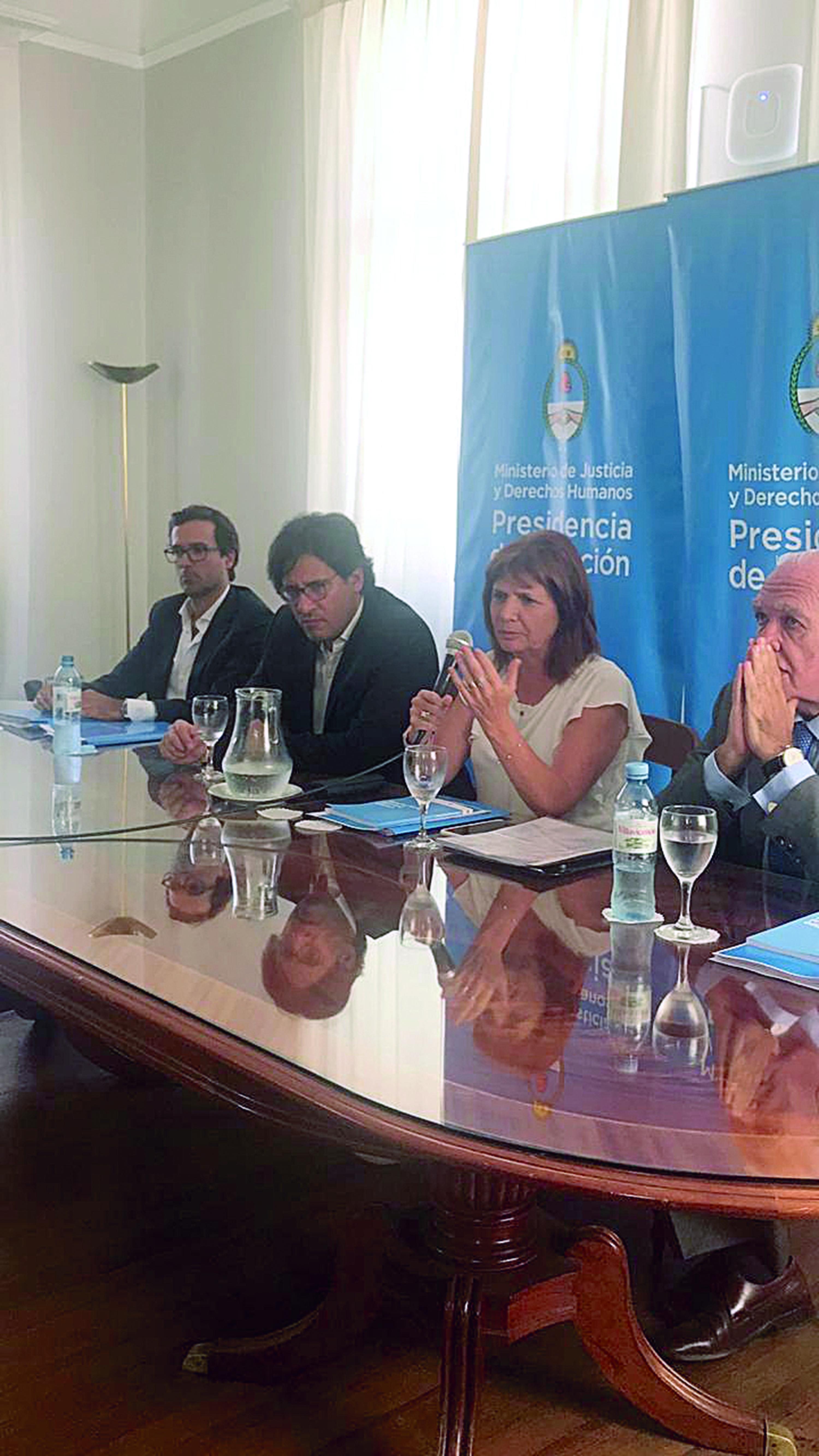 El anteproyecto de Ley Penal Juvenil fue presentado por Germán Garabato –ministro de Justicia y Derechos Humanos– y Patricia Bullrich –ministra de Seguridad–.