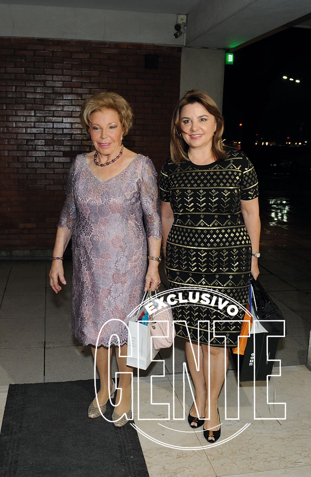 María del Carmen y Claudia Álvarez Argüelles, dueñas del hotel Costa Galana.