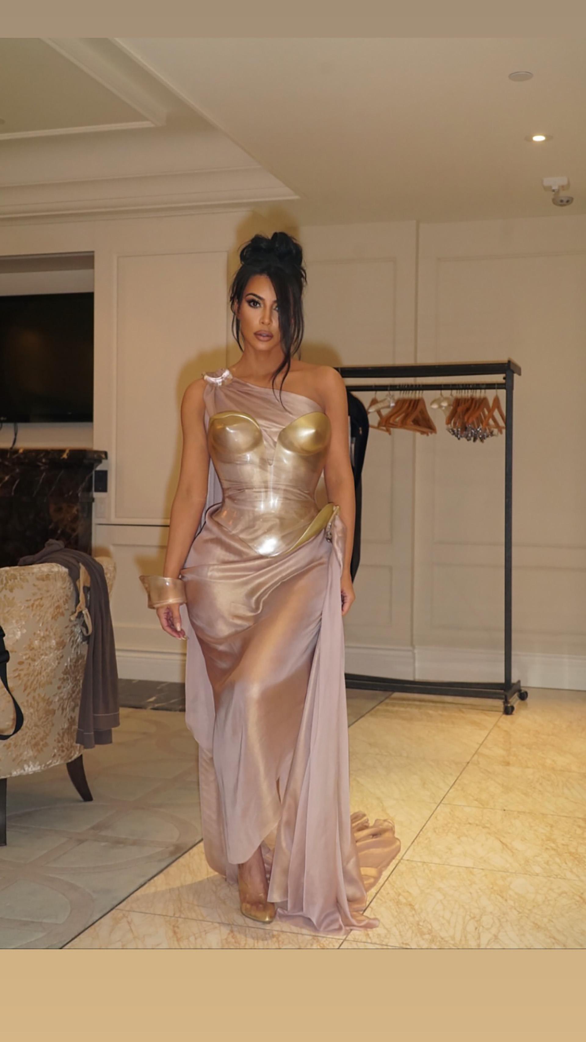 Kim Kardashian con un vestido Vintage del diseñador Thierry Muggler