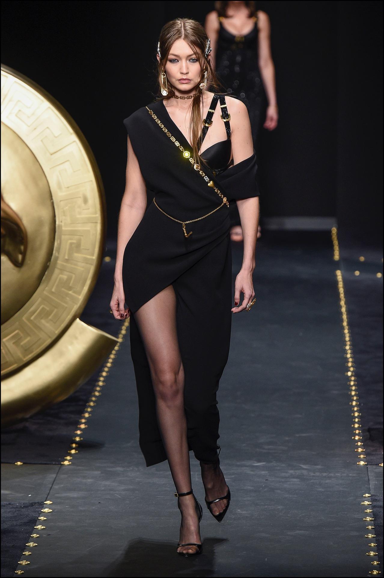 Gigi Hadid,total black.