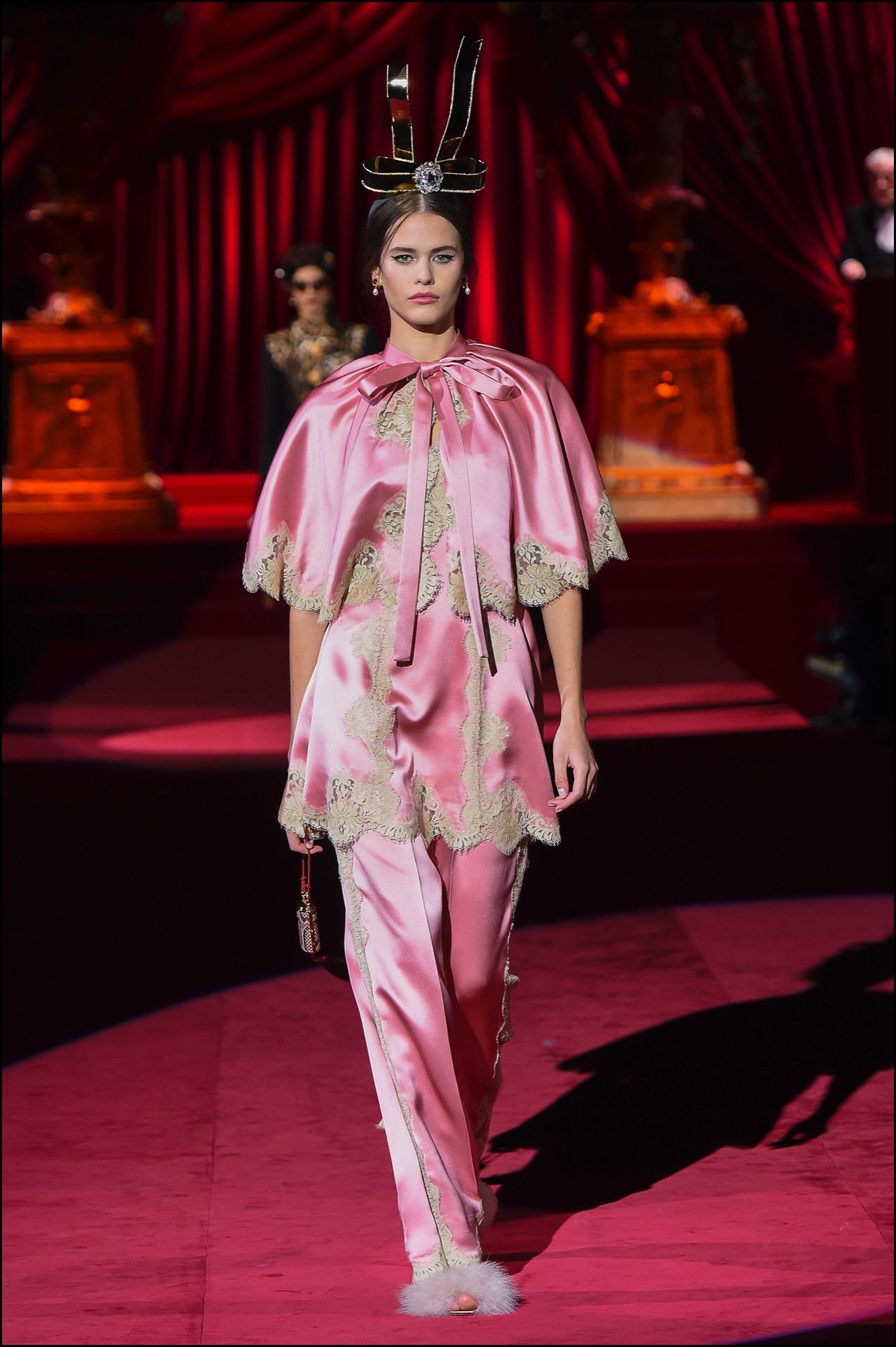 Diseños estilo pijama con capas.