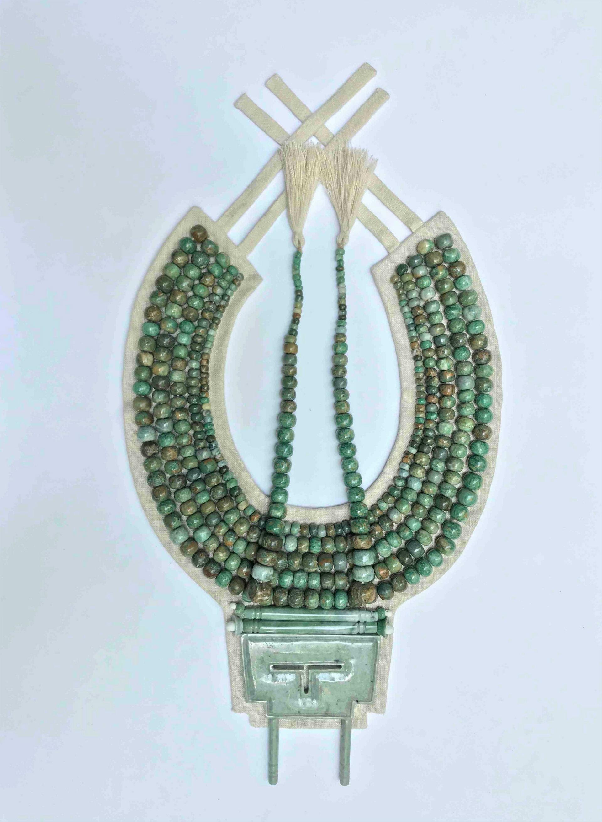 También se reprodujo el pectoral / collar de la pieza (Foto: Sofía Martínez del Campo /INAH)