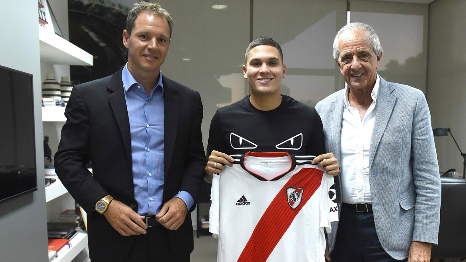 """Jorge Brito, vicepresidente primero de River, junto a """"Juanfer"""" Quintero y Rodolfo D'Onofrio (@CARPoficial)"""
