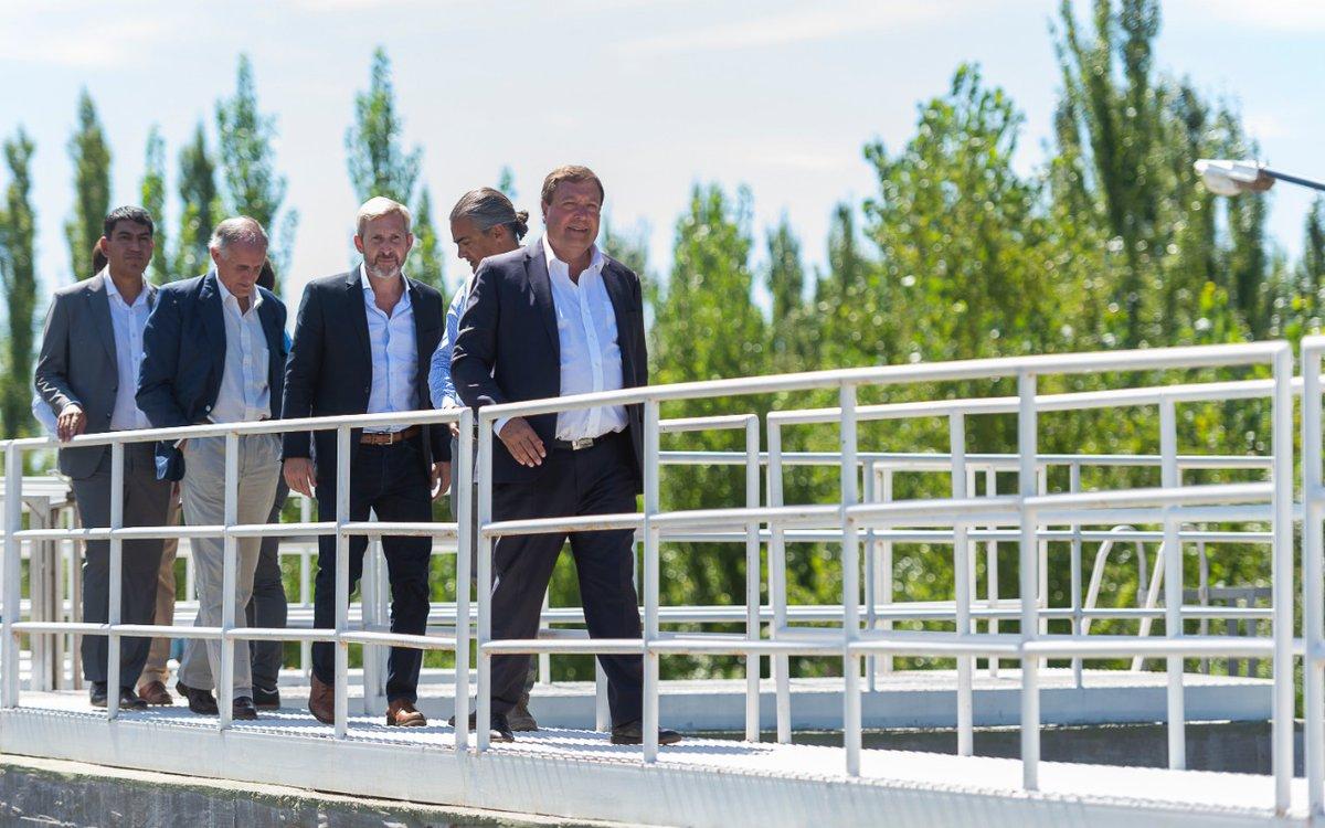 Rogelio Frigelio inauguró una planta de agua potable junto con Alberto Weretilneck