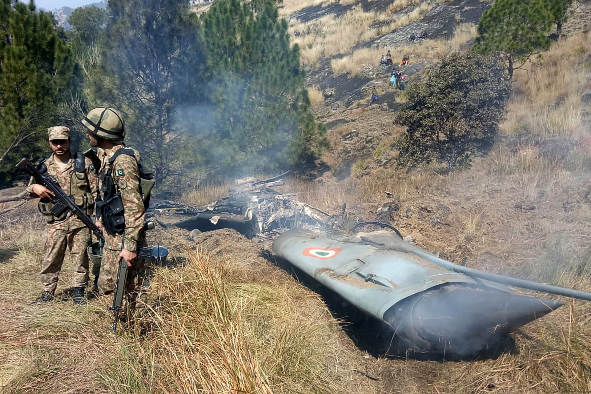 Los restos del Mig-21 derribado sobre Pakistán (Foto de STR / AFP)