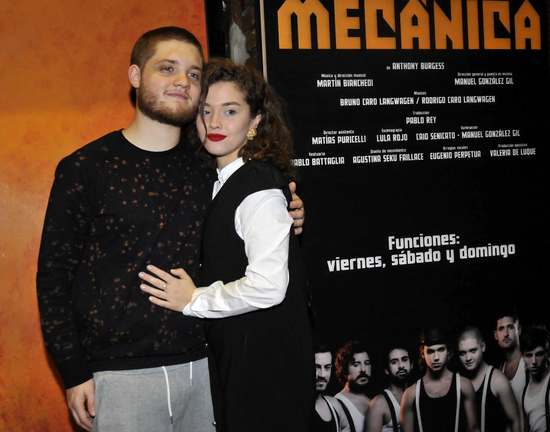 """Minerva Casero acompañó a su novio Toto Kirzner en el estreno de """"La naranja mecánica"""" (Fotos: Teleshow)"""