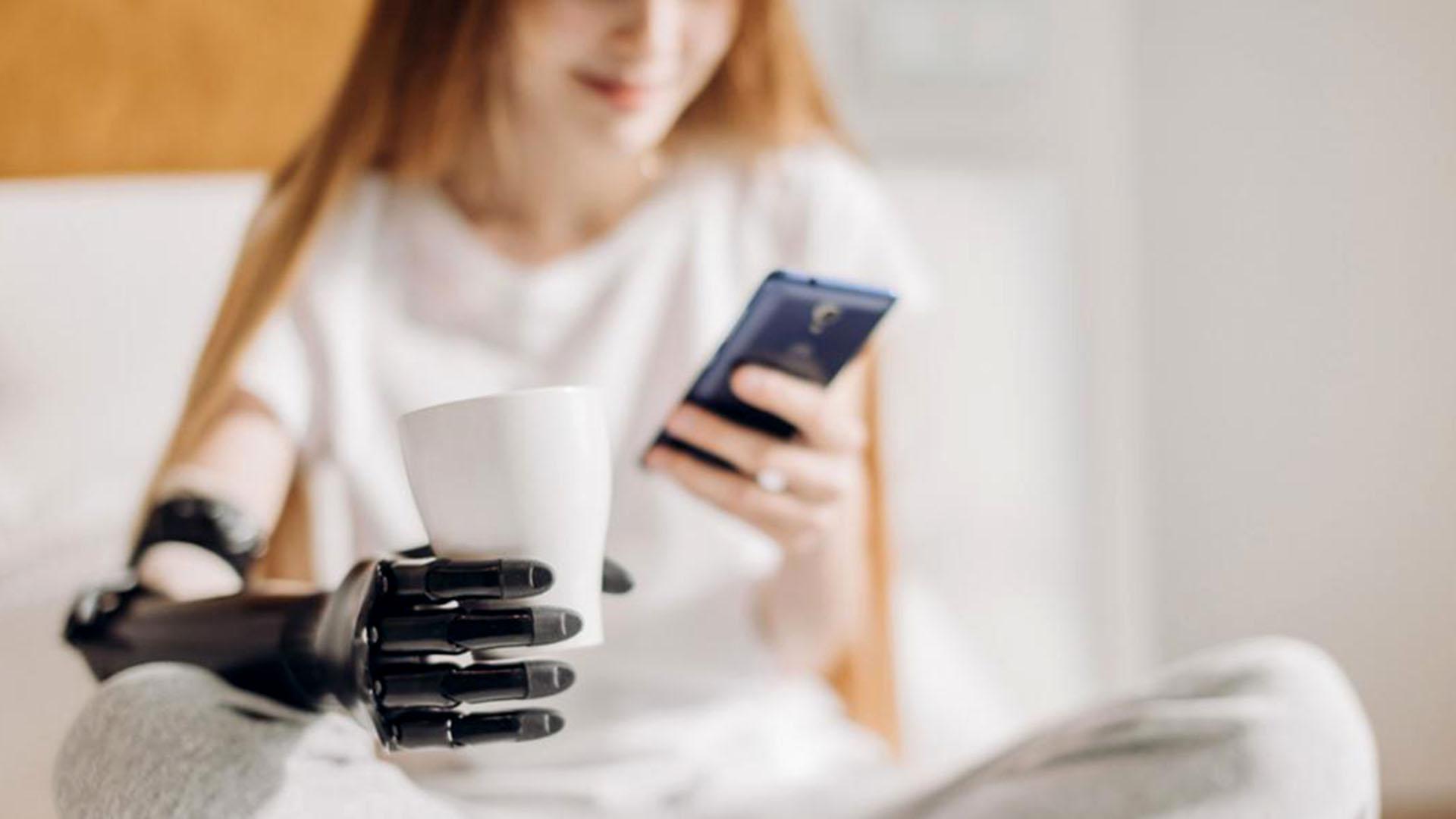 El futuro de la ciberseguridad: cómo evitar hackeos en piernas obrazos biónicos