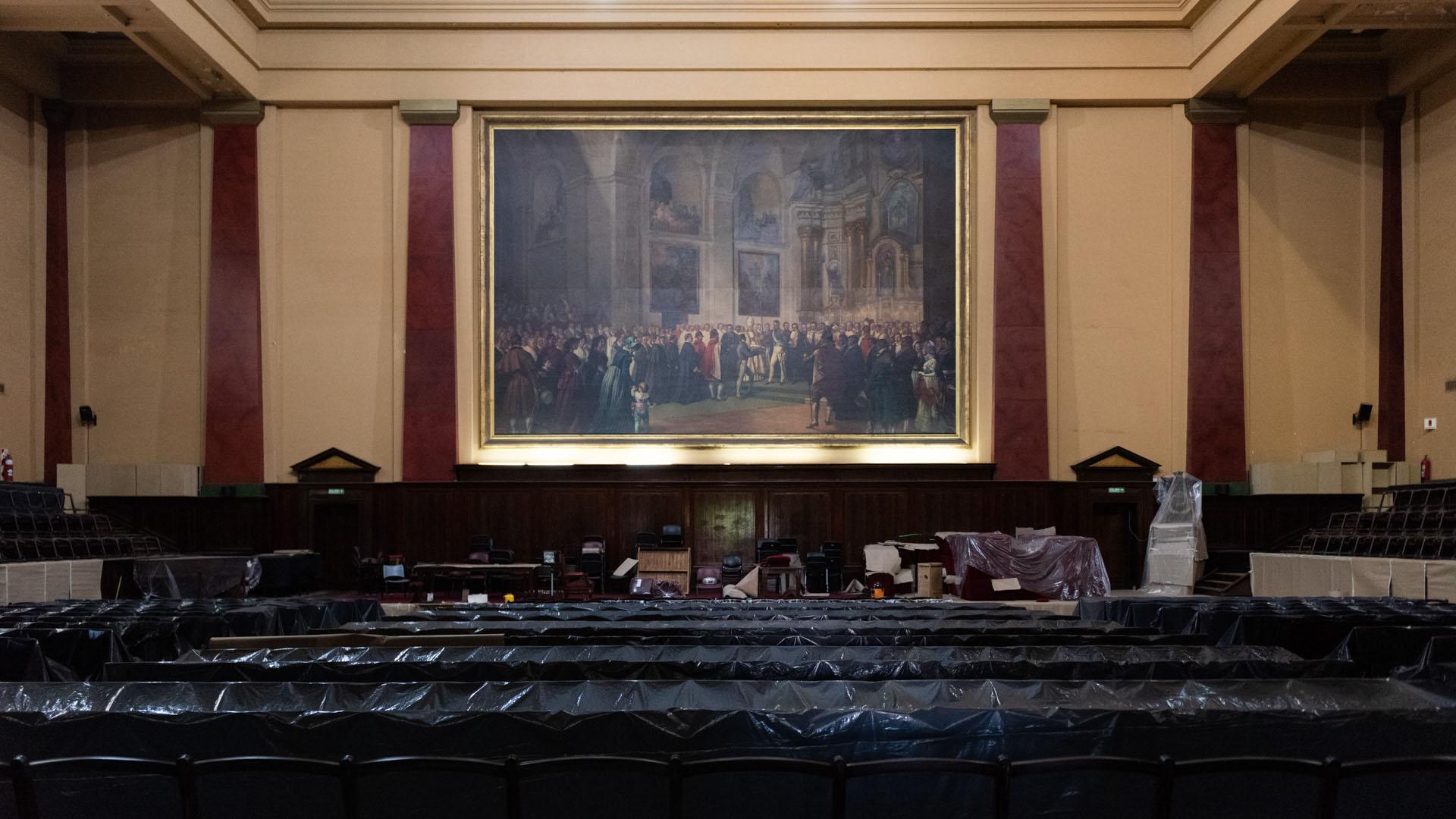 El trabajo de ebanistería se hizo dentro del Salón de Actos