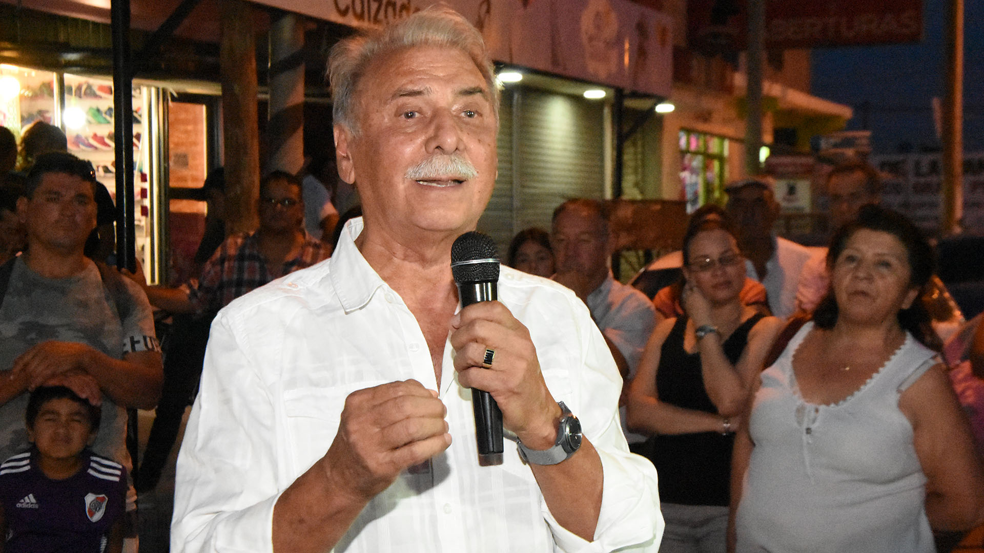 Los votos al ex gobernador Jorge Sobisch podrían redireccionarse hacia Cambiemos y el MPN según la lectura que hacen en el gobierno nacional