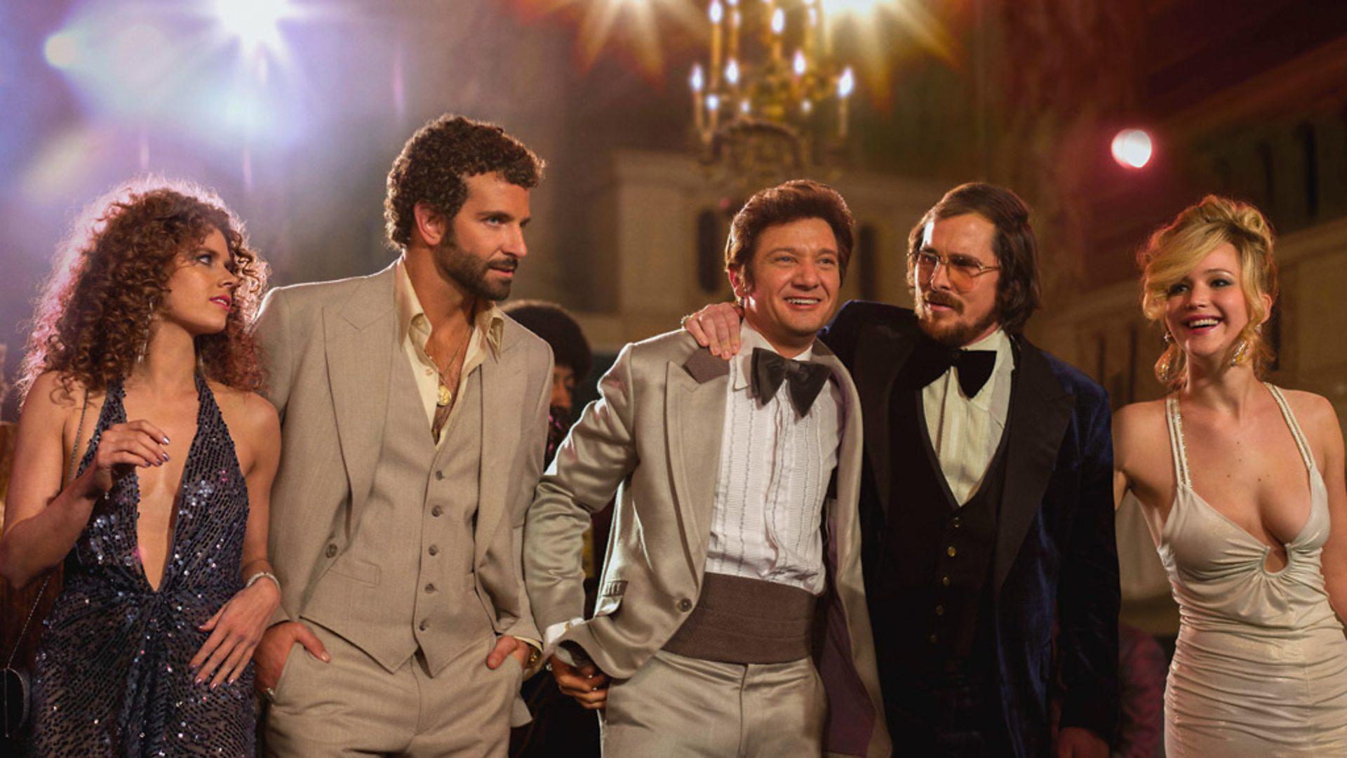 """En 2013, comenzó la filmación de""""La Gran estafa americana"""" de nuevo bajo las órdenes de David O. Russell. Compartió elenco con Jeremy Renner, Christian Bale, Amy Adams y Jennifer Lawrence"""