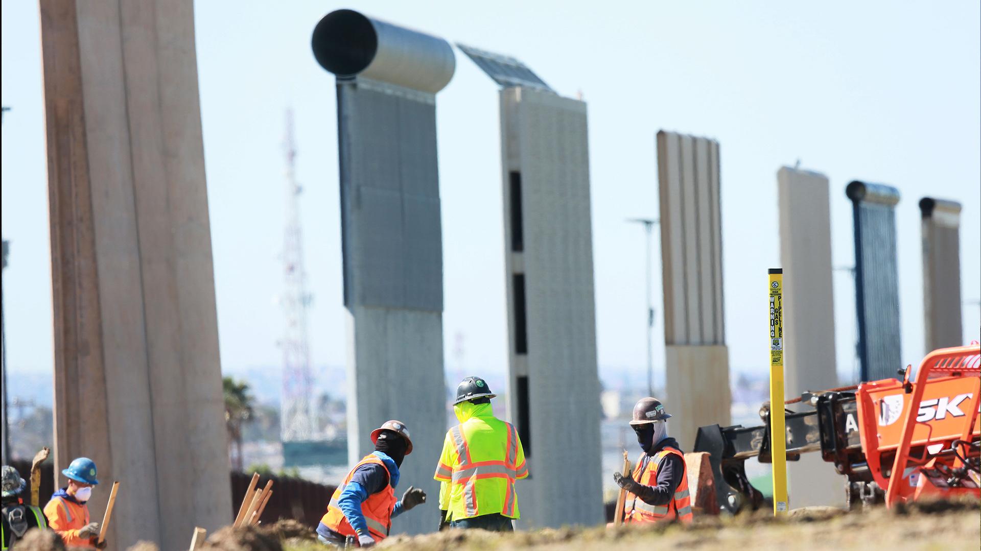 En febrero de 2019, el gobierno Federal de EEUU derribó ocho prototipos de muro en la frontera con México (Foto EFE)