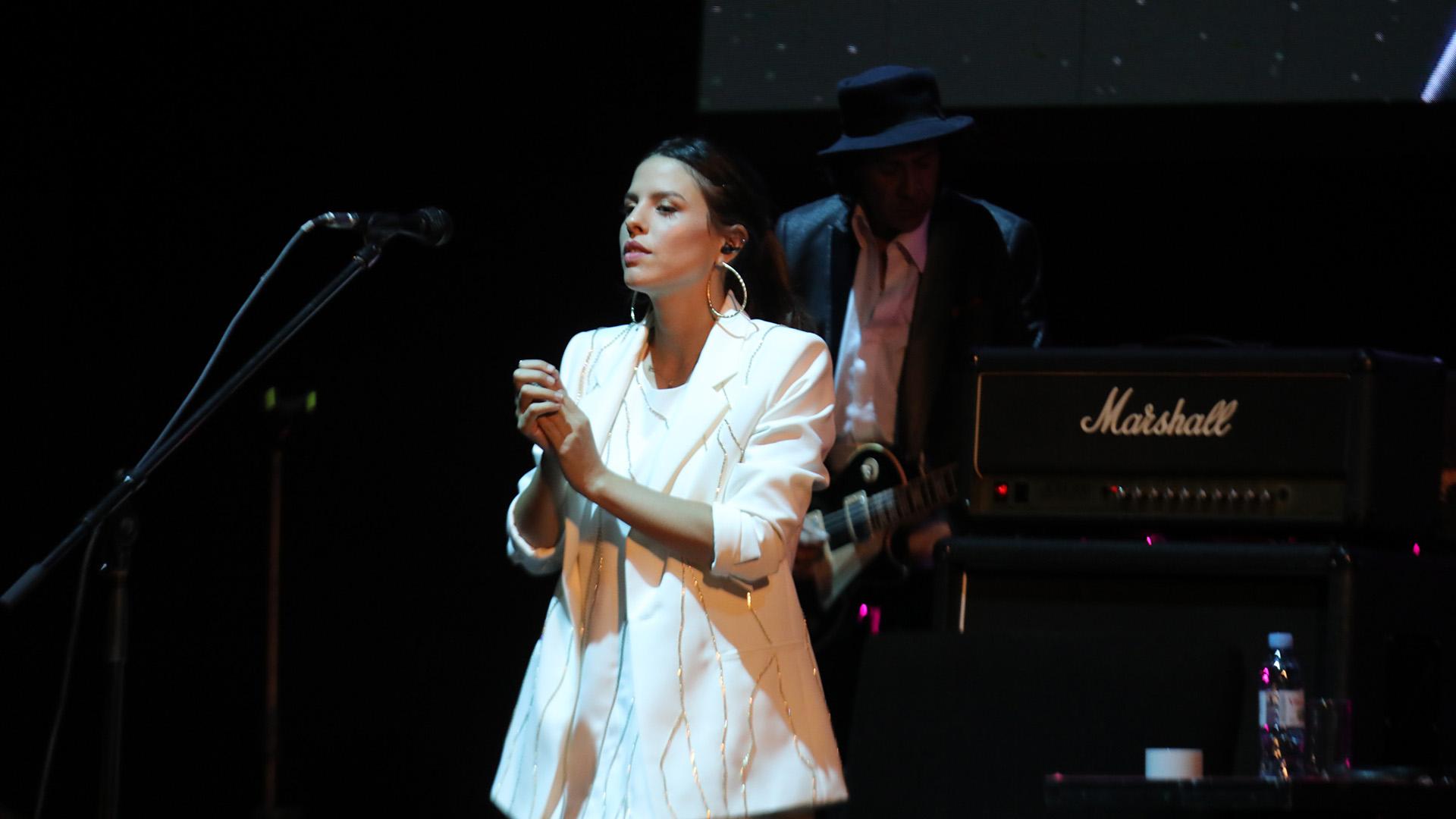 """""""Cerca de la revolución"""" y """"No llores por mí Argentina"""" fueron algunos de los hits con los que Charly deleitó a un teatro repleto de fans"""