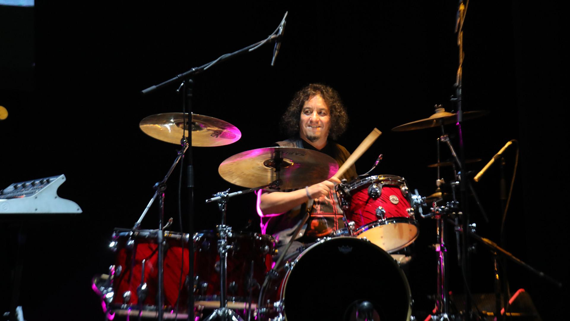 Toño Silva estuvo nuevamente en la batería