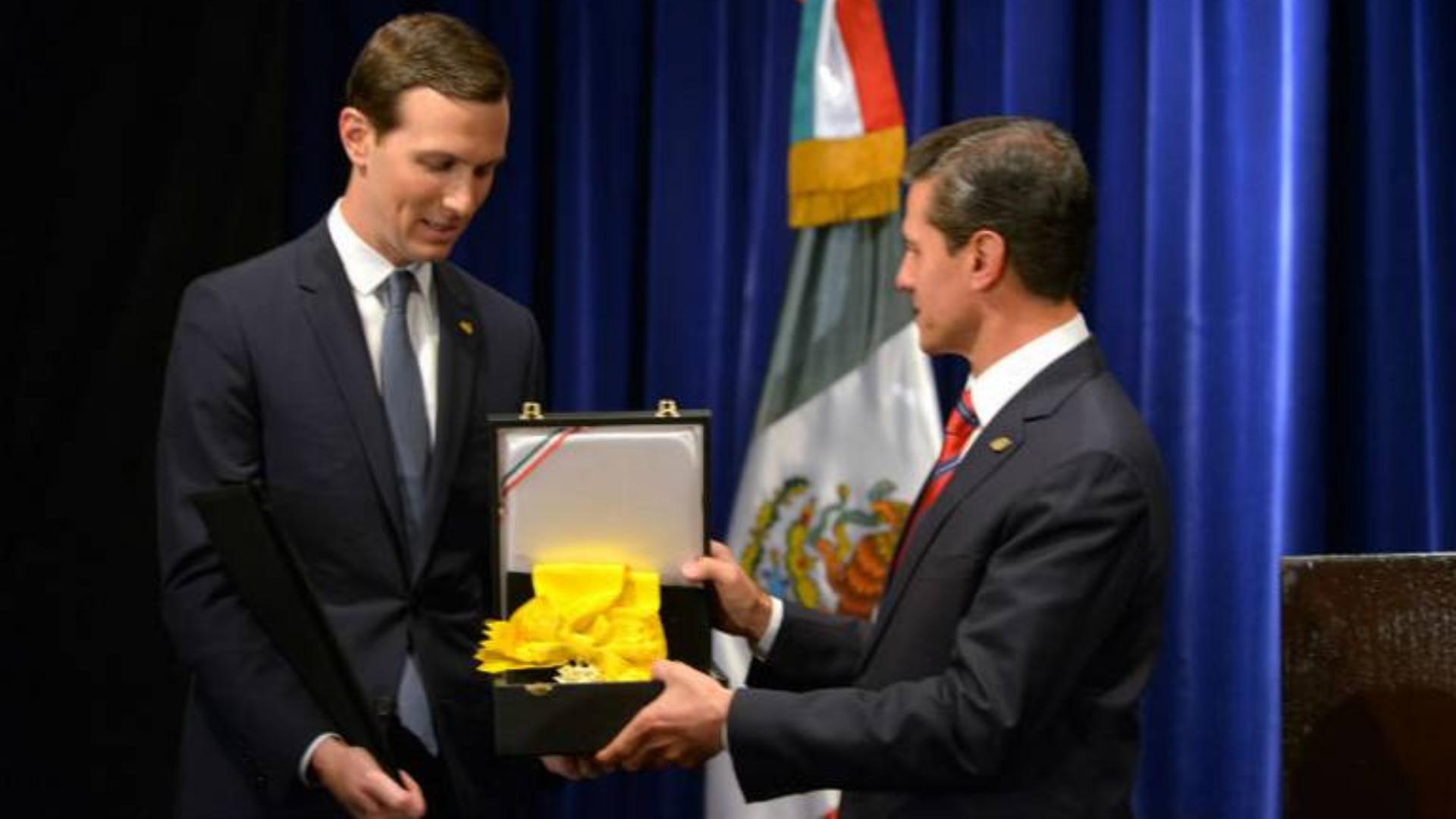 Kushner recibiendo la condecoración (Foto: Cuartoscuro)